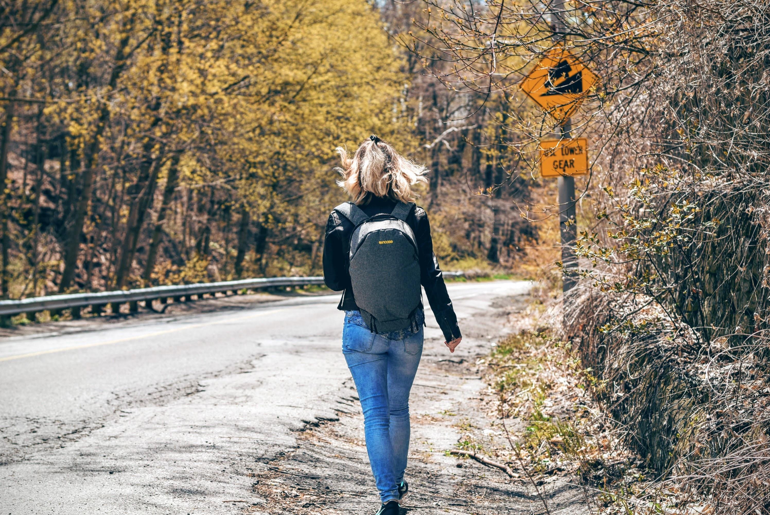 Картинки девушка на прогулке