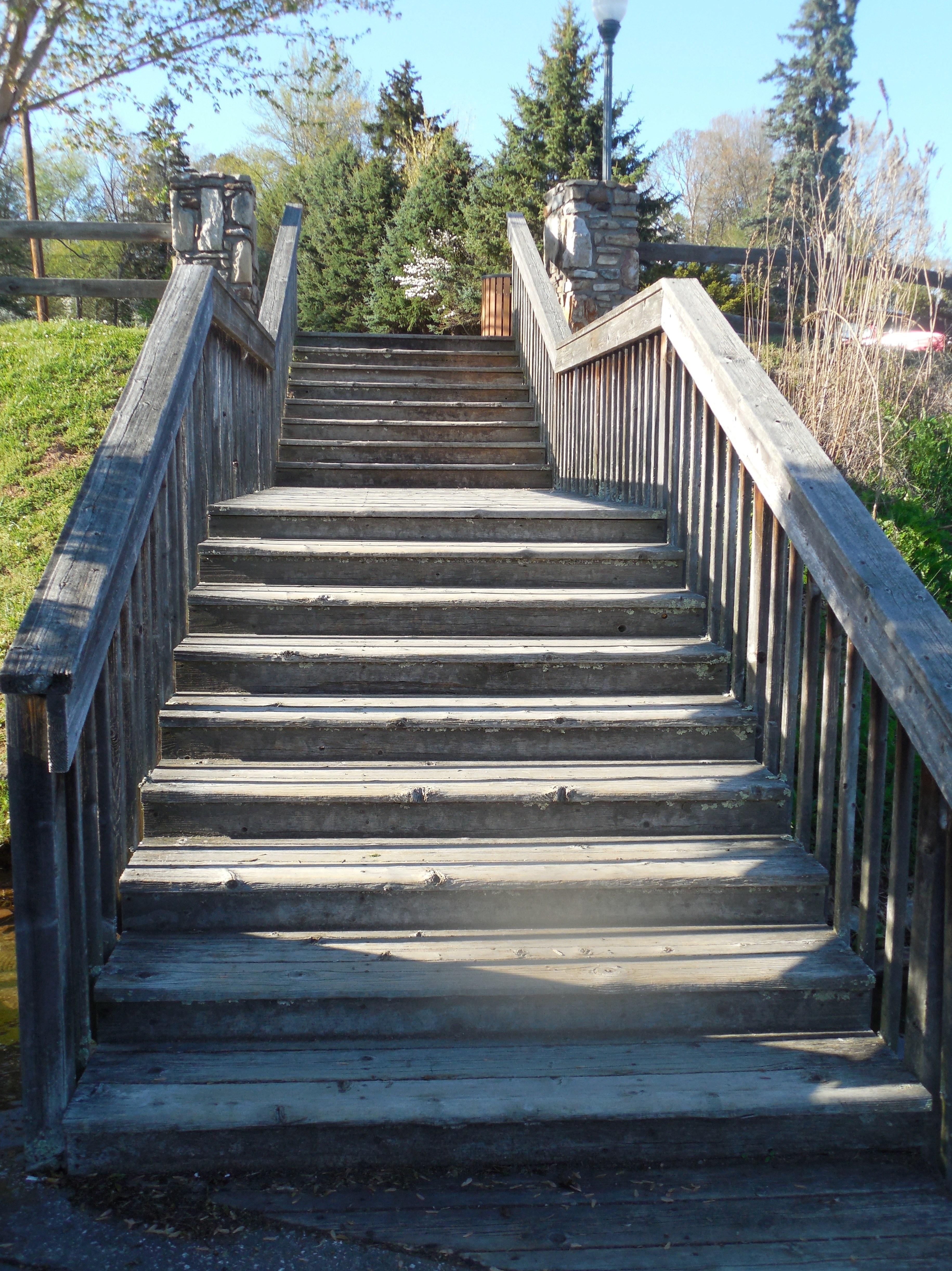 Fotos gratis para caminar puente edificio escalera for Escalera de madera al aire libre precio