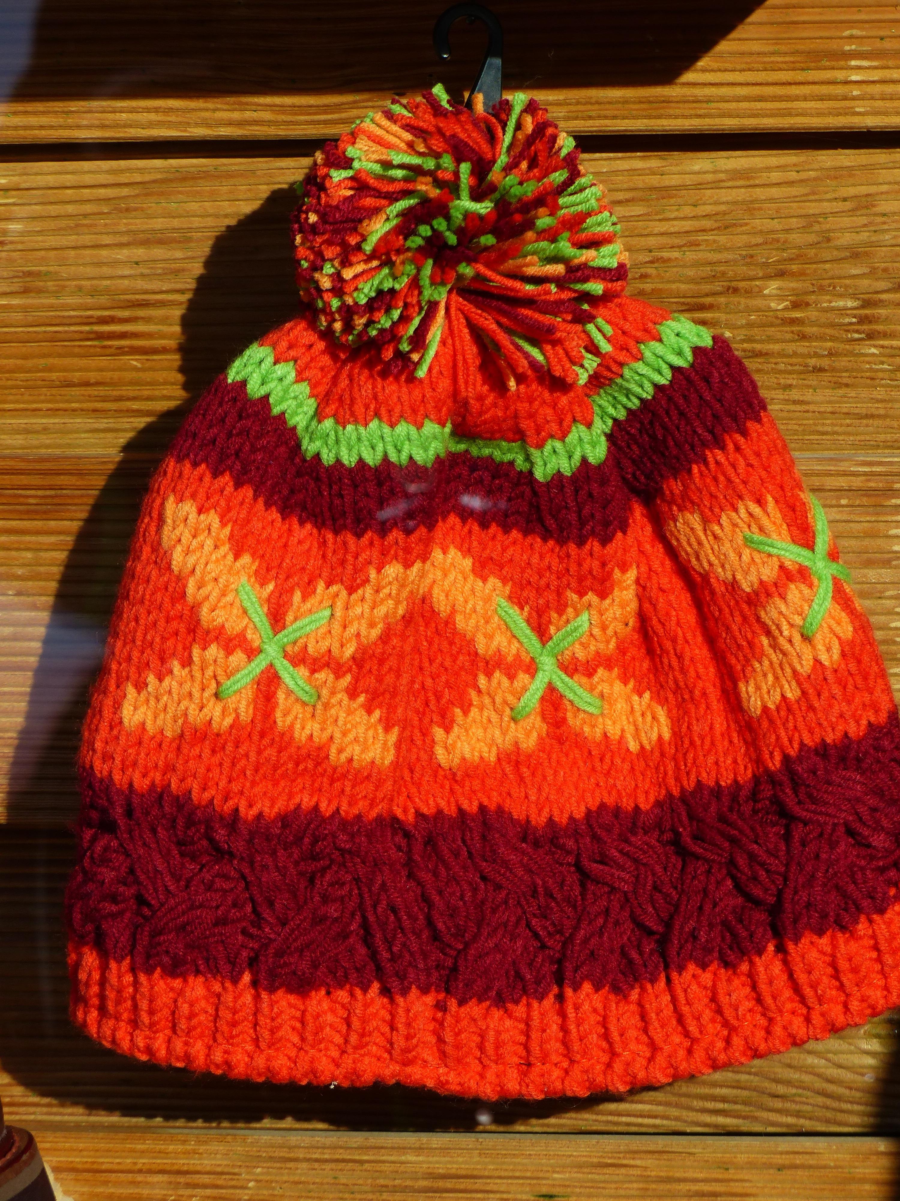 Fotos gratis : calentar, naranja, patrón, rojo, sombrero, ropa ...