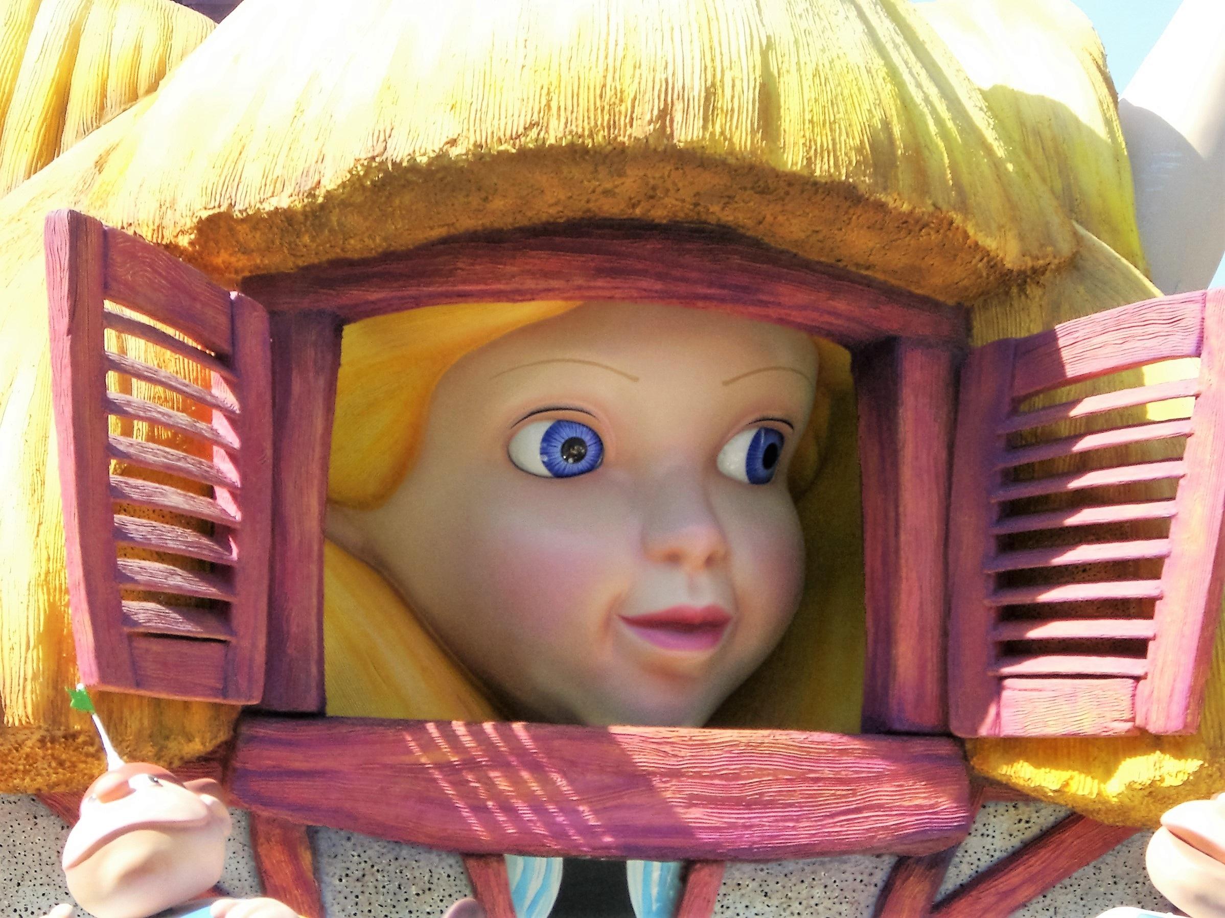Смотреть девушка с игрушками фото 33-441