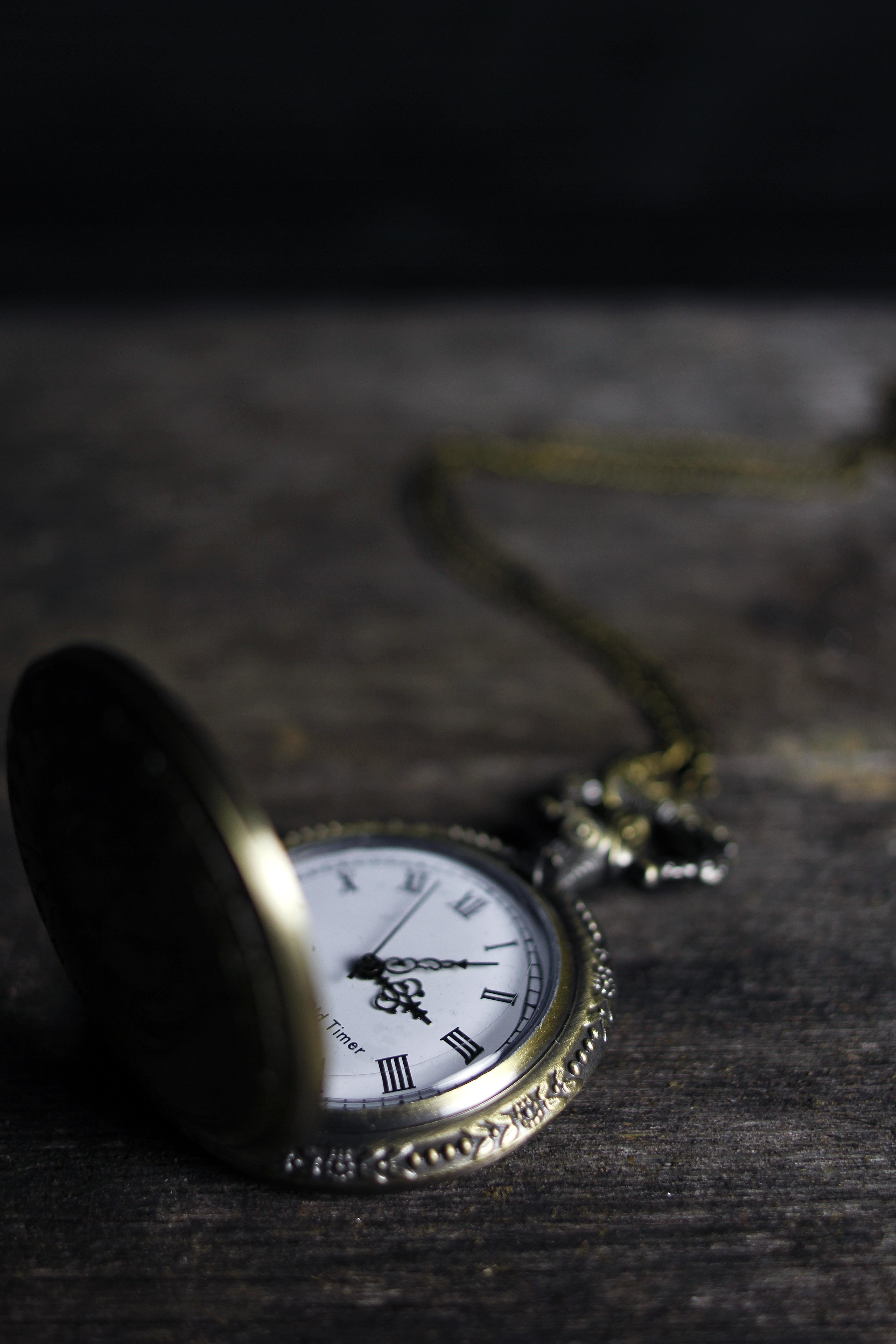 Unduh 930 Koleksi Wallpaper Jam Hitam Putih HD Terbaru