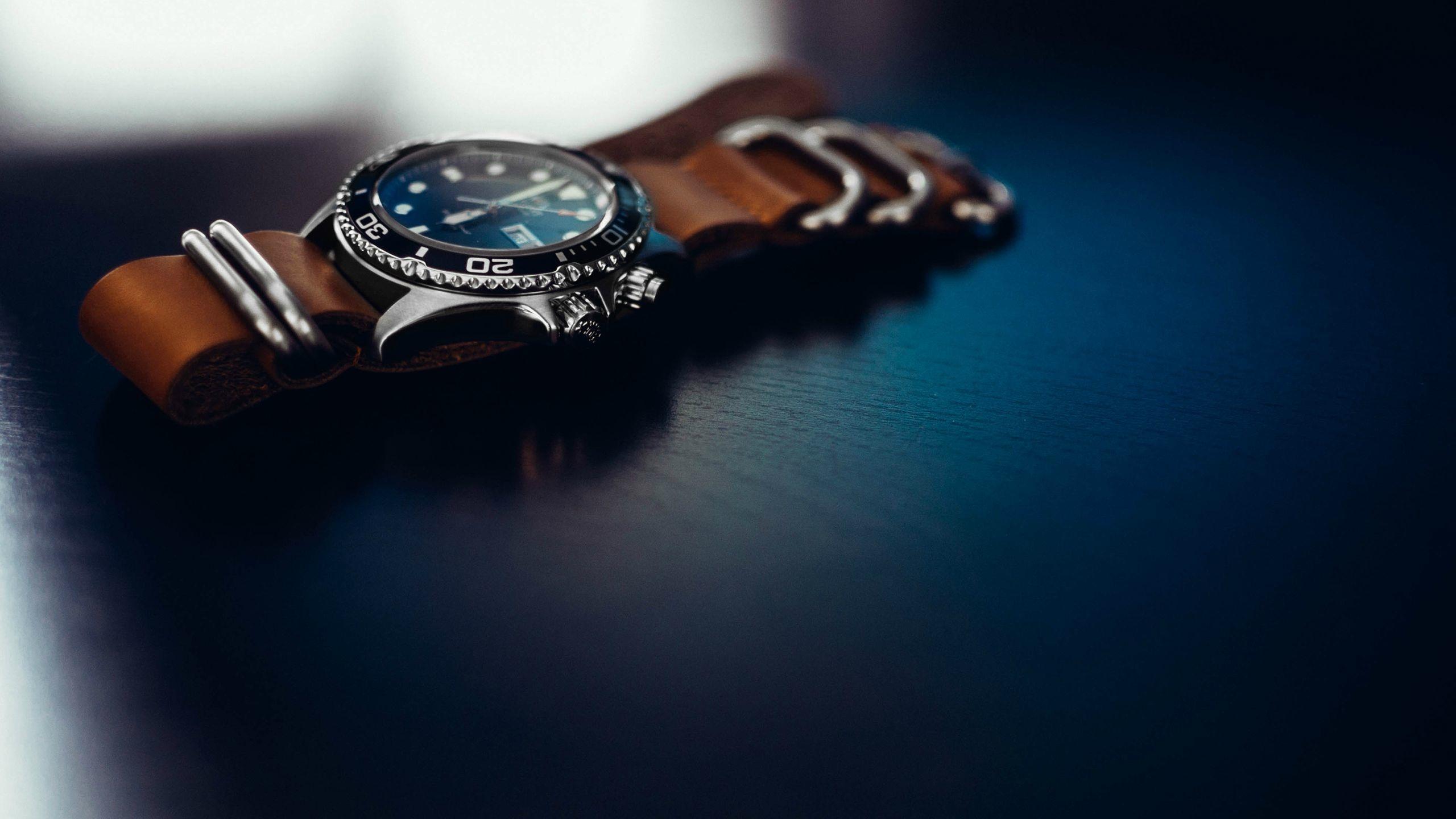 Fotos gratis : reloj, mano, anillo, dedo, azul, joyería, Fotografía ...