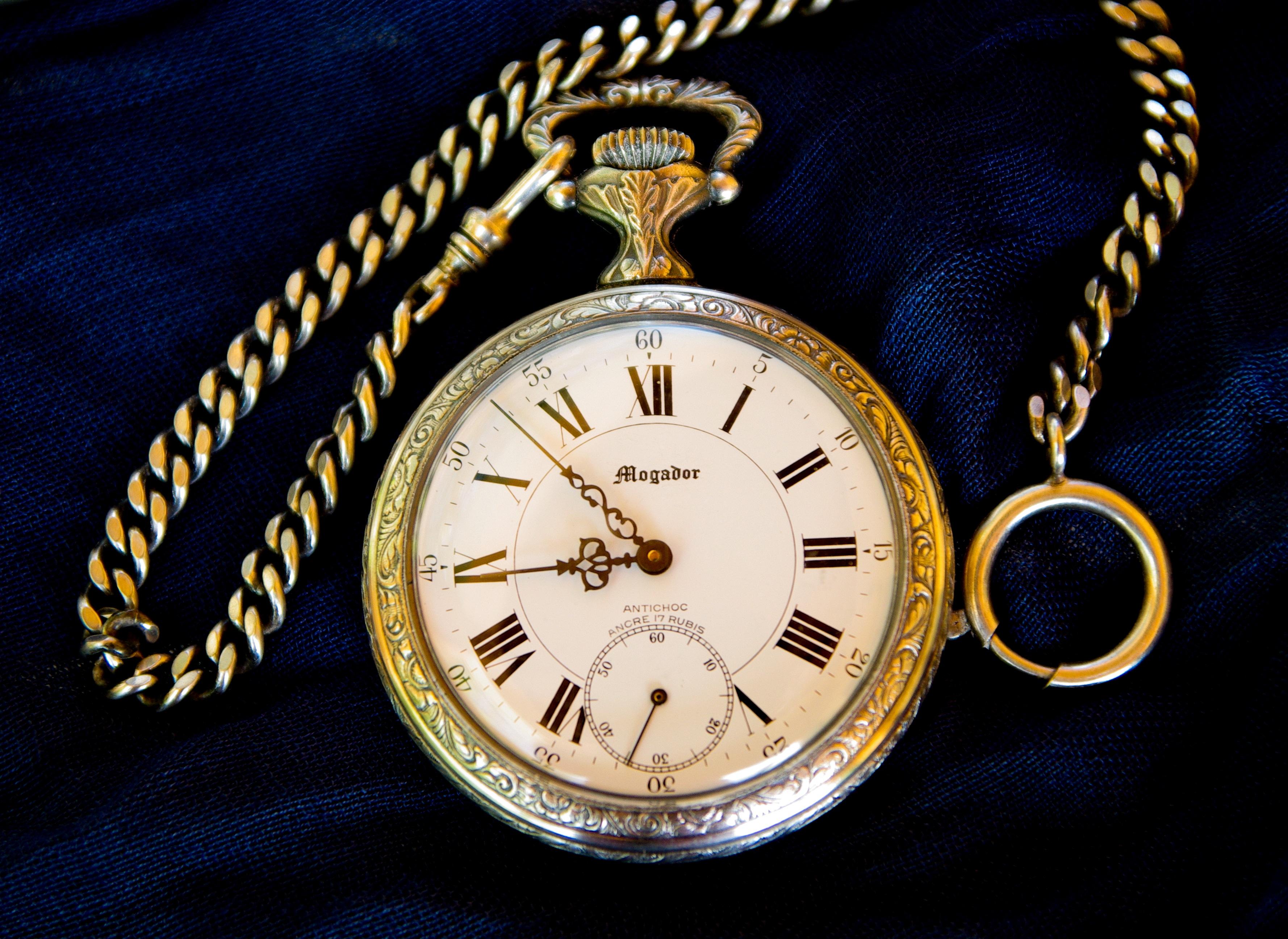 Fotos Gratis Mano Cuerda Hora Reloj De Bolsillo Mercado De