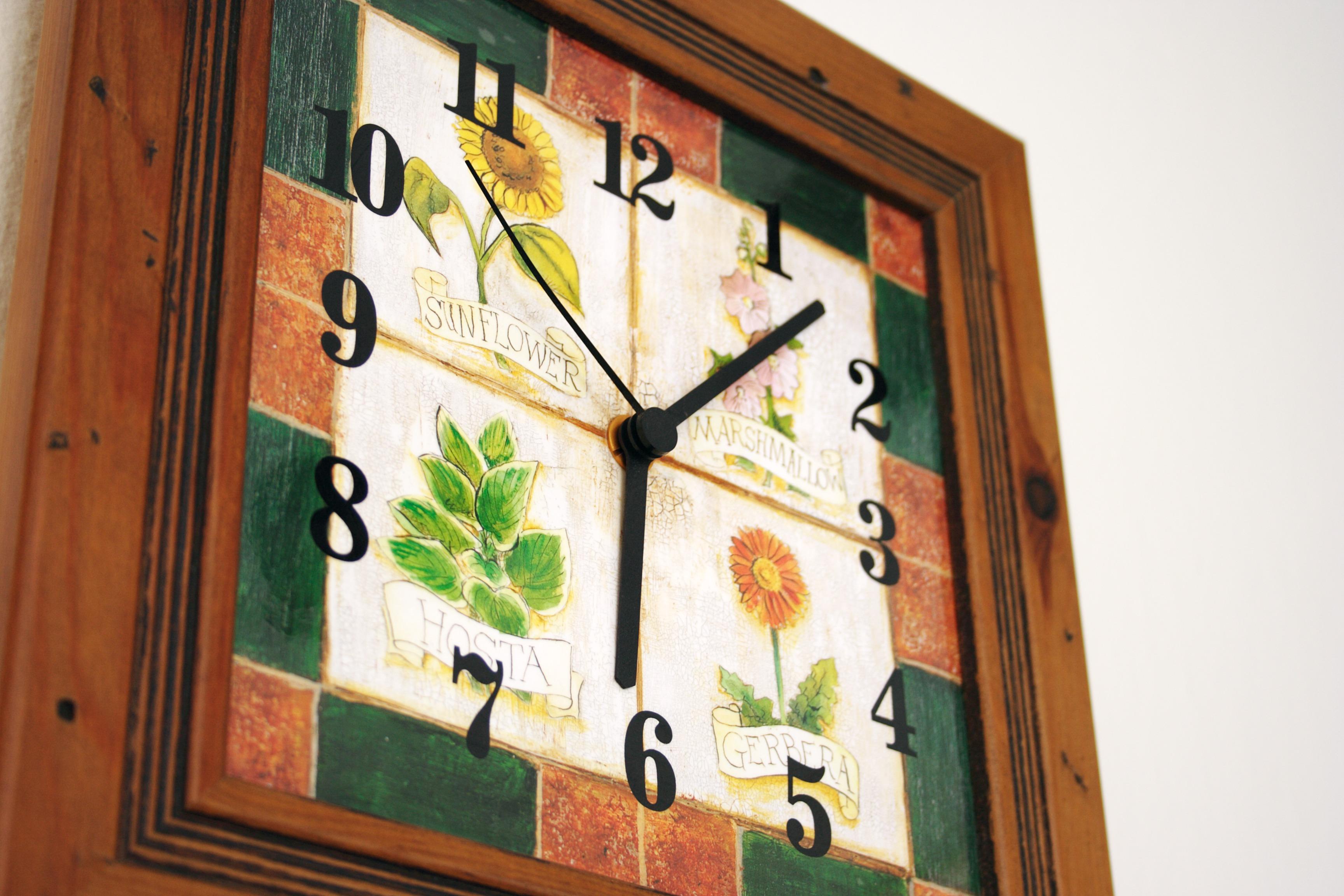 Fotos gratis : reloj, madera, Retro, ventana, hora, número, antiguo ...