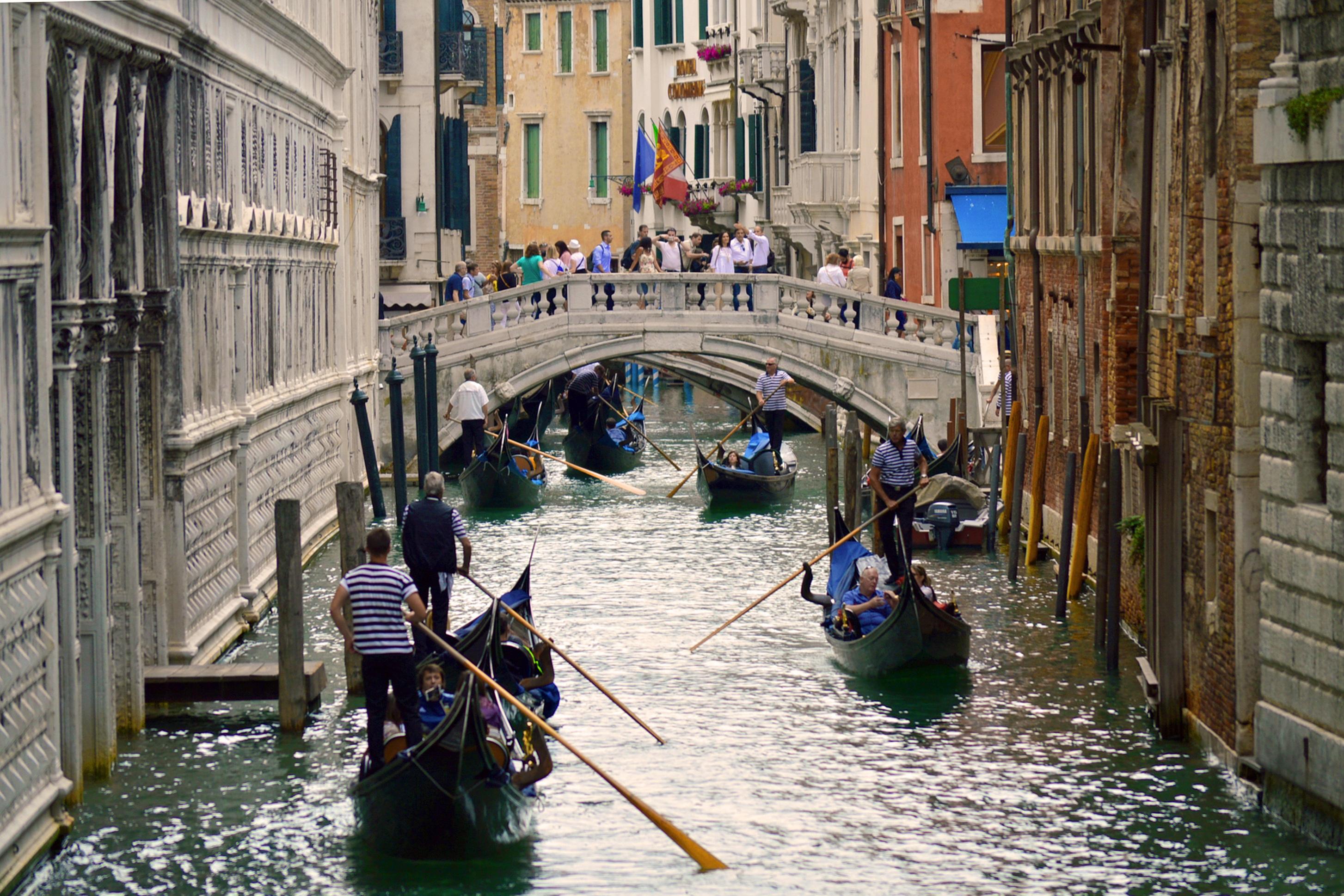 水 建築 ボート ブリッジ 建物 古い シティ 運河 休暇 ツーリスト 旅行 輸送 ヨーロッパ 車両 ロマンチック イタリア
