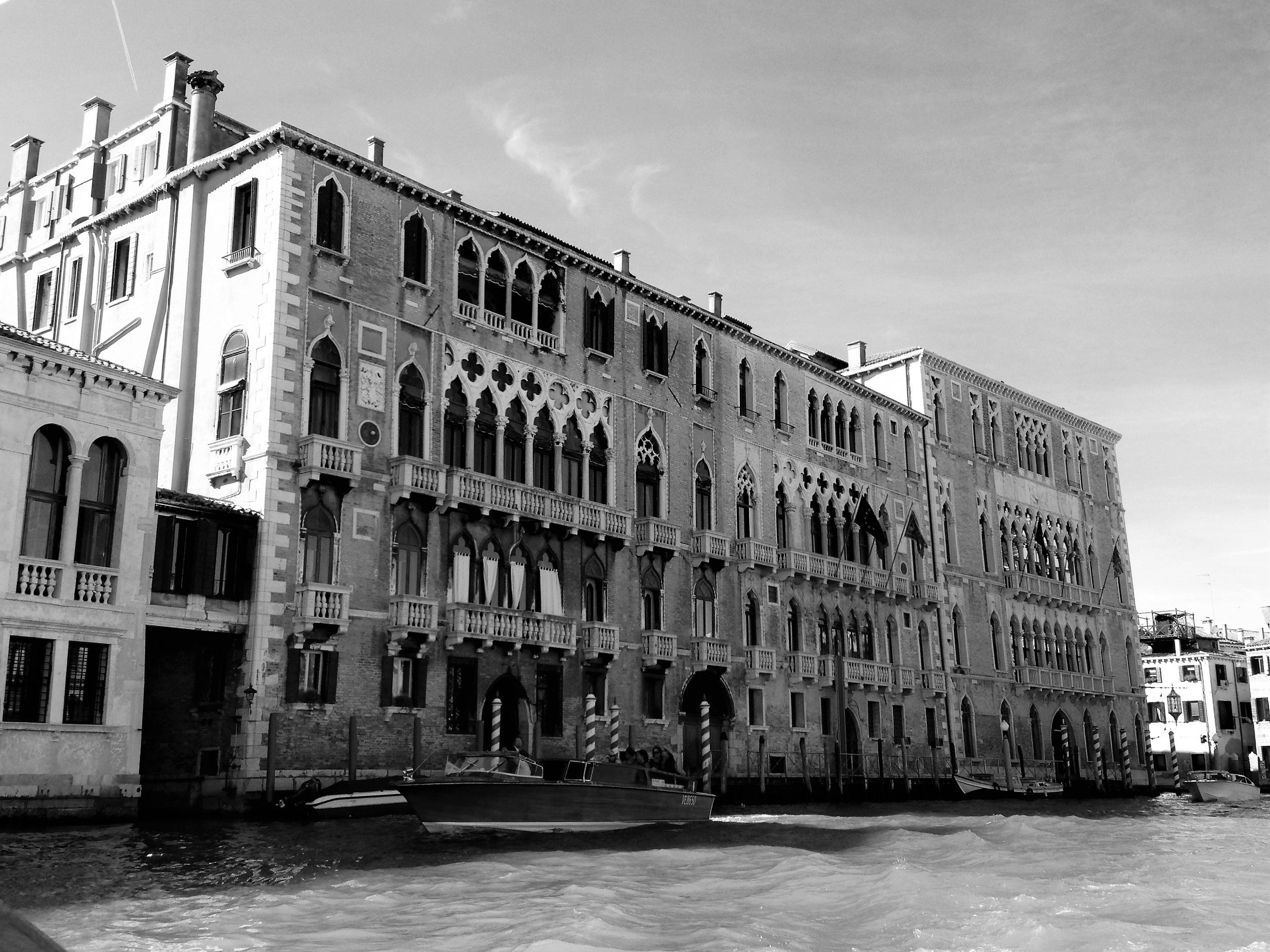 Images gratuites eau noir et blanc architecture rue for Architecture noir et blanc