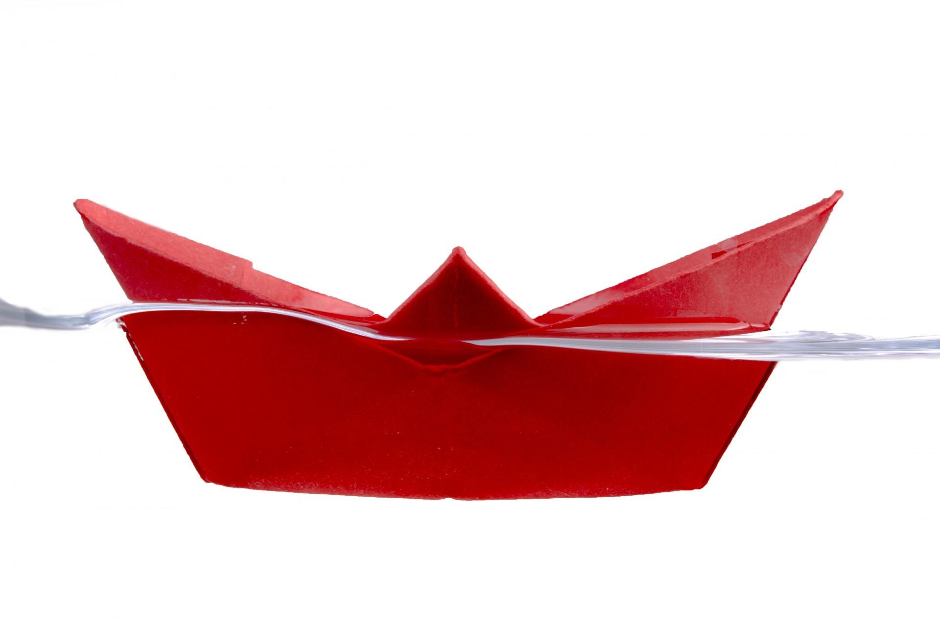Images Gratuites Eau Roue Petale Navire Voyage Rouge Bleu Artisanat Jouet Enfance La Natation Art Concept Fait Main Idee Simple Un Moyen Fantaisie Bateau De Papier Papier Origami 1920x1271