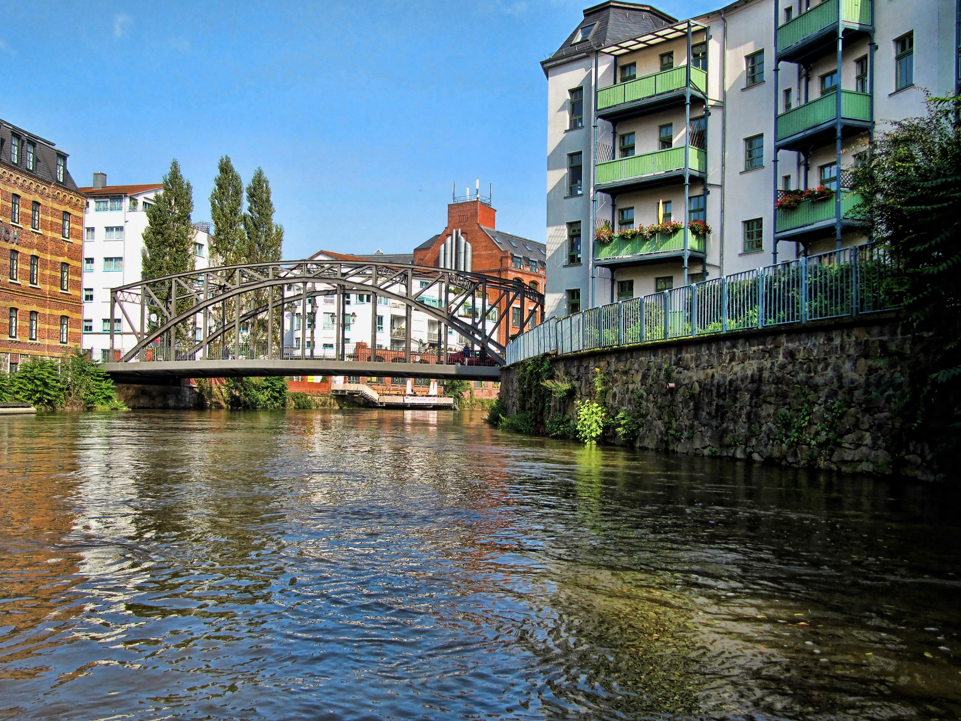Fluss In Leipzig kostenlose foto wasser brücke stadt zuhause fluss kanal