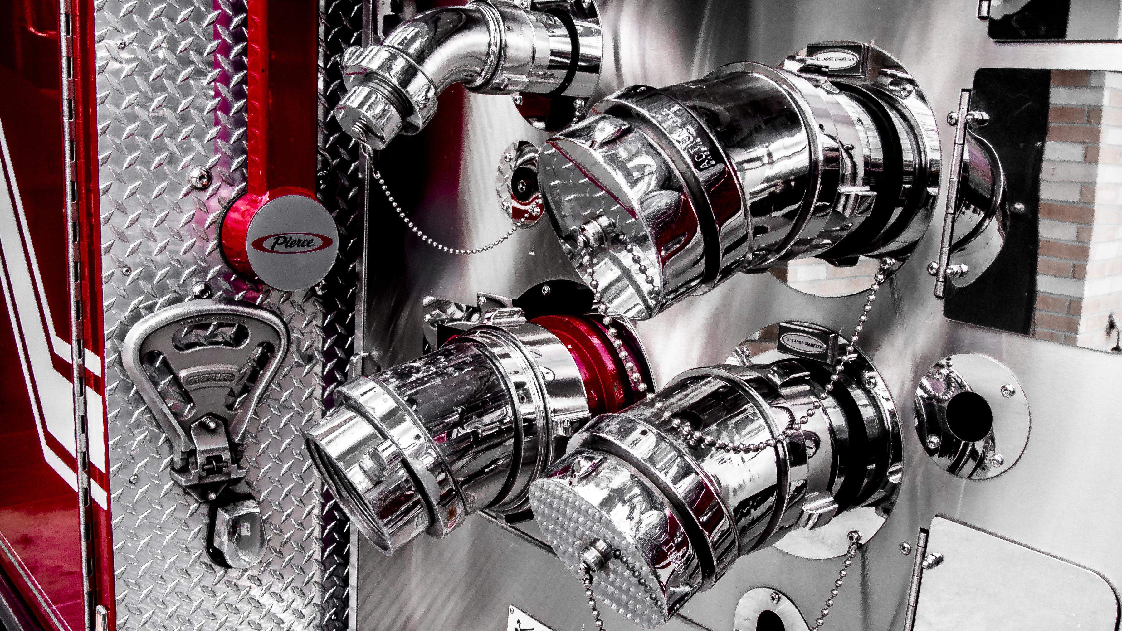 images gratuites eau voiture roue acier un camion ligne r flexion rouge v hicule. Black Bedroom Furniture Sets. Home Design Ideas