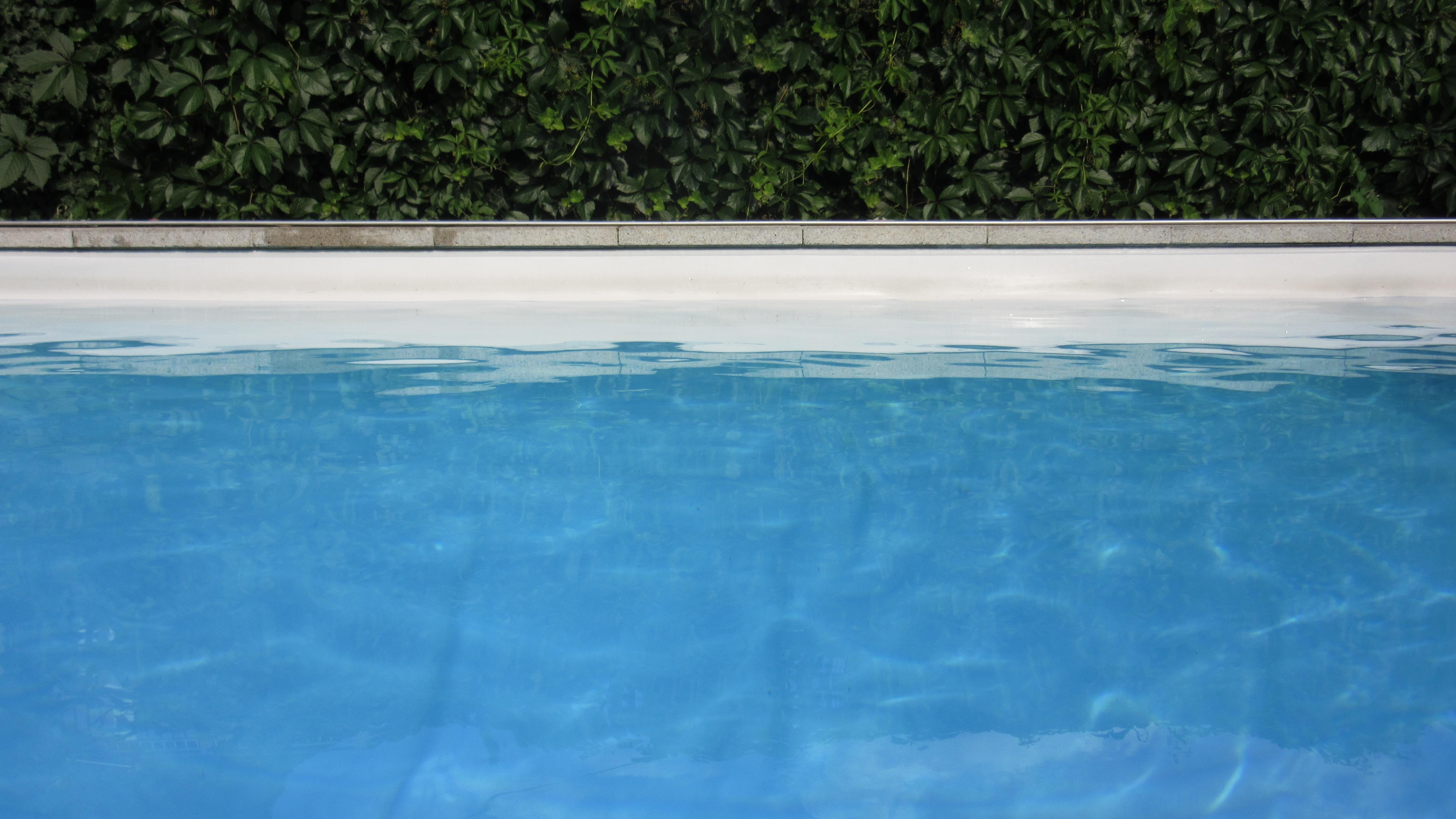 Fotos gratis agua claro patr n reflexi n piscina for Piscinas de superficie rectangulares