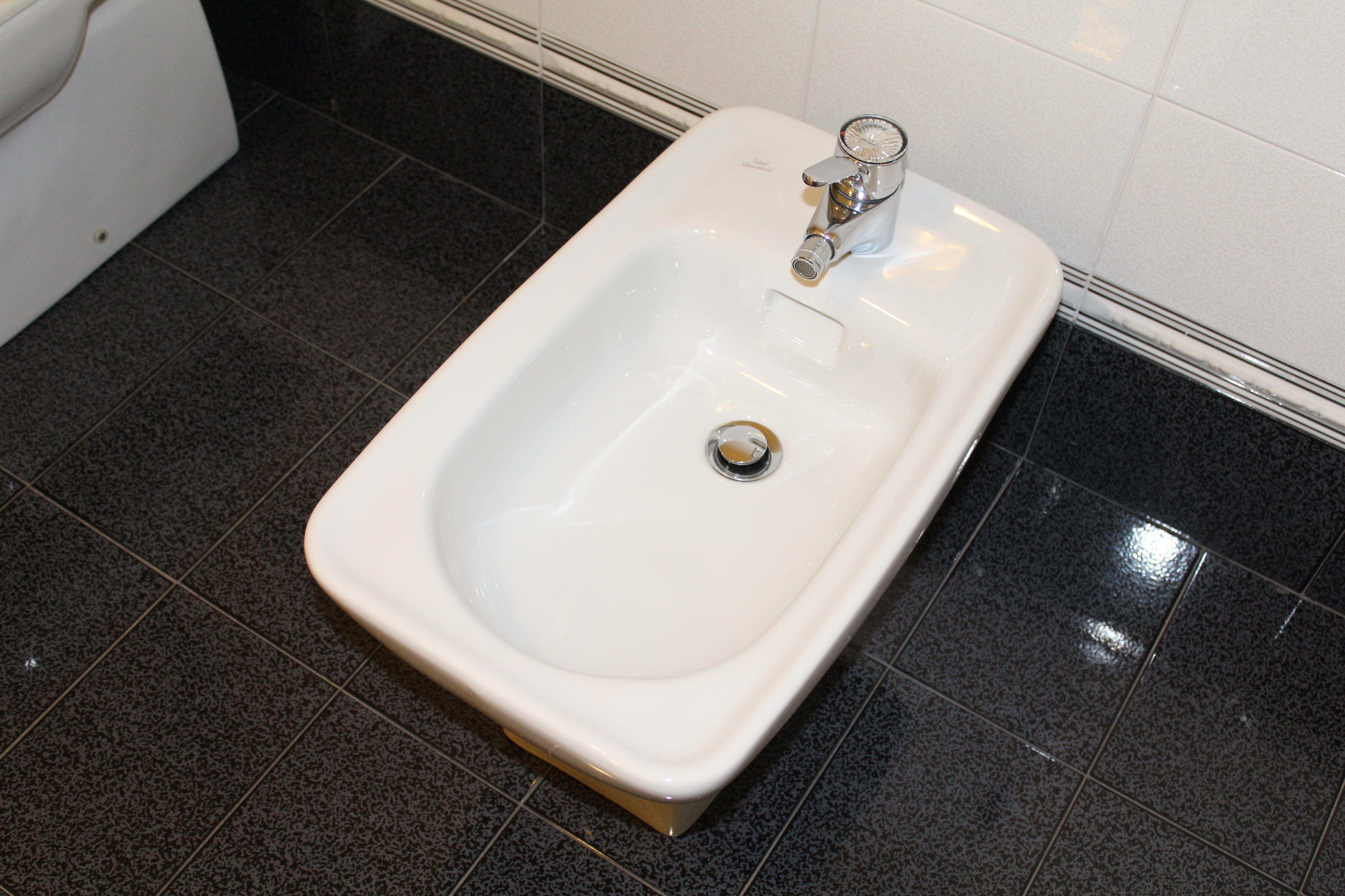 images gratuites eau sol c ramique nettoyer toilette vier chambre baignoire salle de. Black Bedroom Furniture Sets. Home Design Ideas