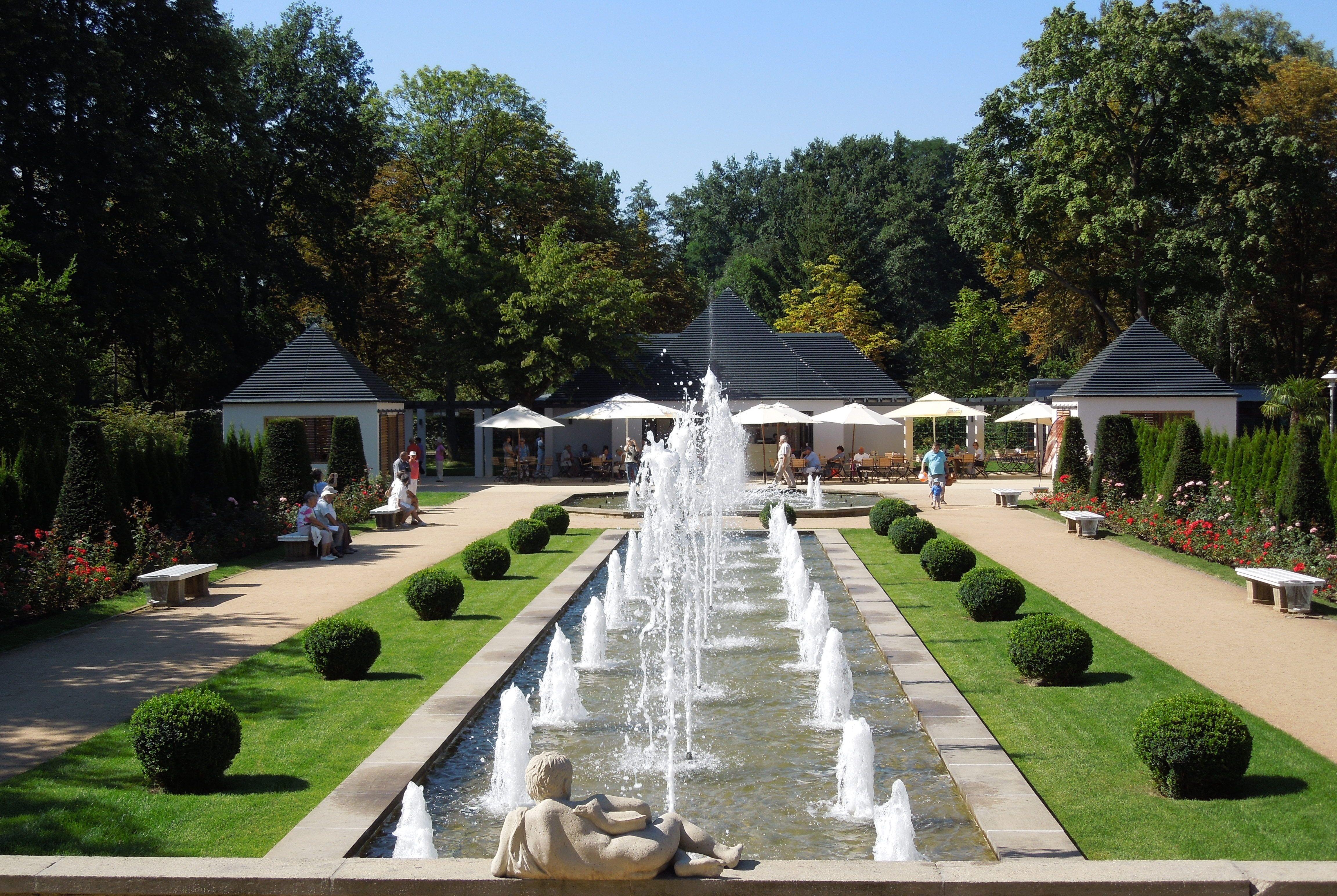 Fotos gratis : casa, Pasarela, piscina, parque, patio interior ...