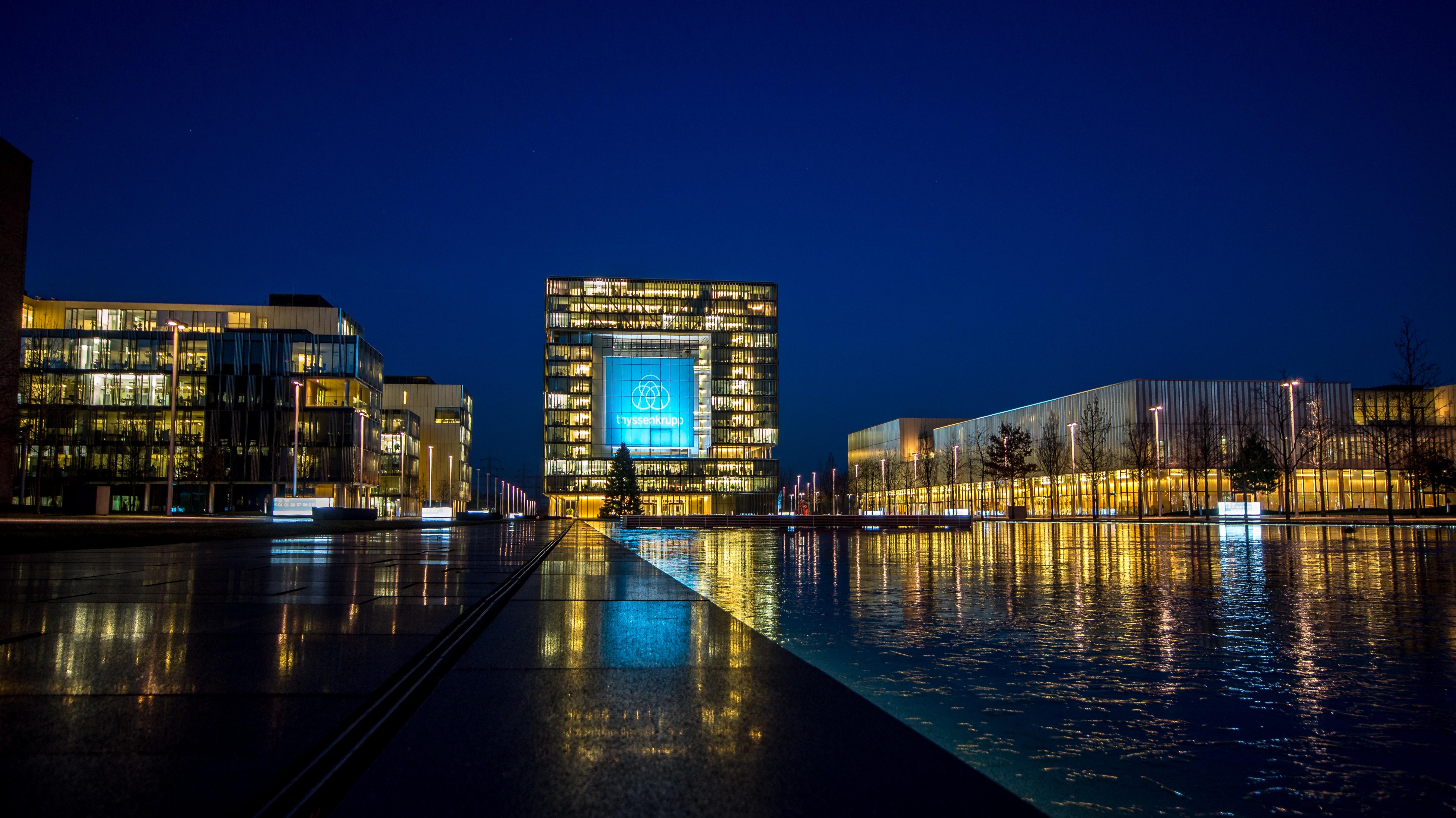 Free images water horizon architecture sky skyline for Design hotel essen
