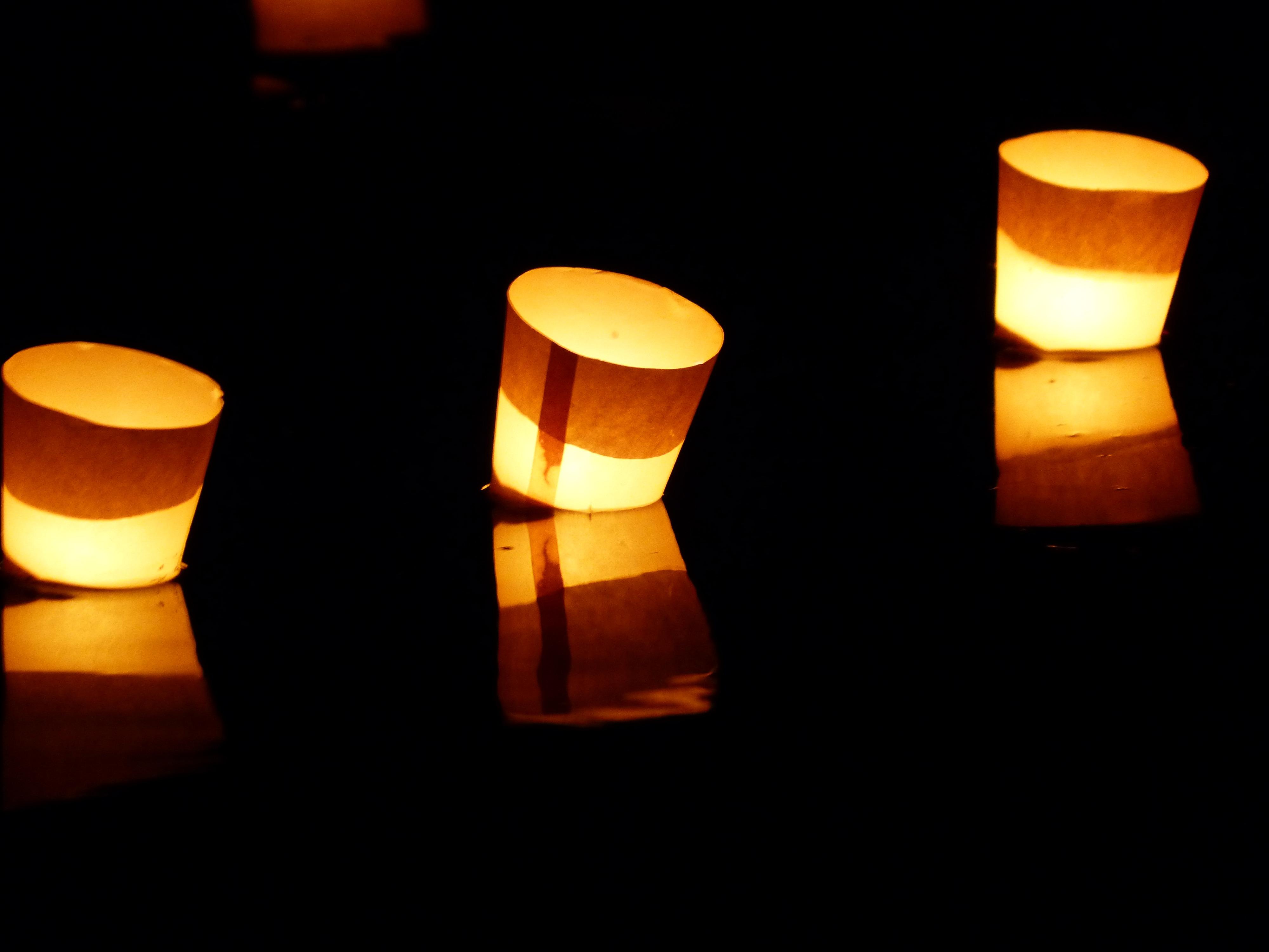 fotos gratis agua ligero noche atmsfera ro nadar amor color llama romance oscuridad amarillo iluminacin calor larga exposicin festival