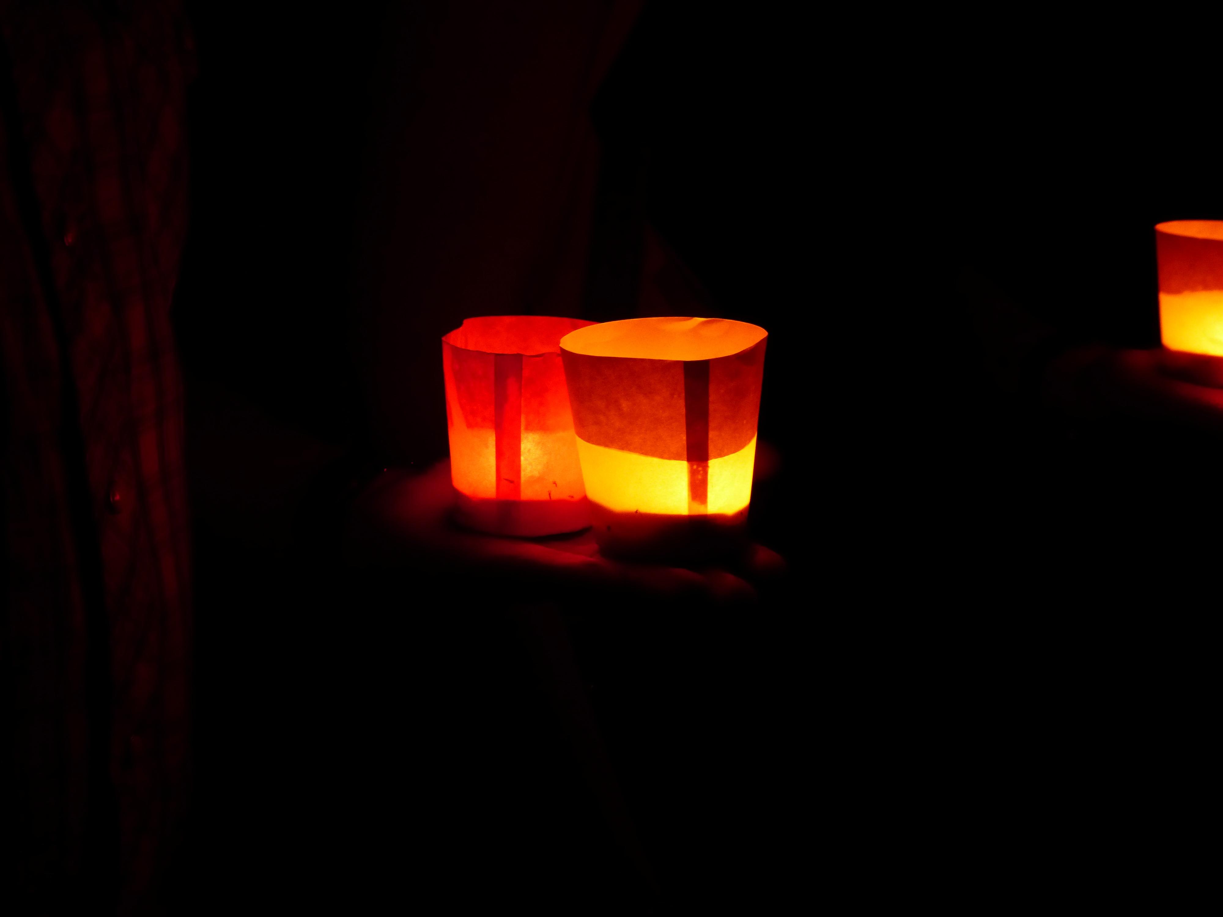 fotos gratis agua ligero noche atmsfera ro nadar amor naranja linterna rojo llama romance oscuridad amarillo iluminacin calor