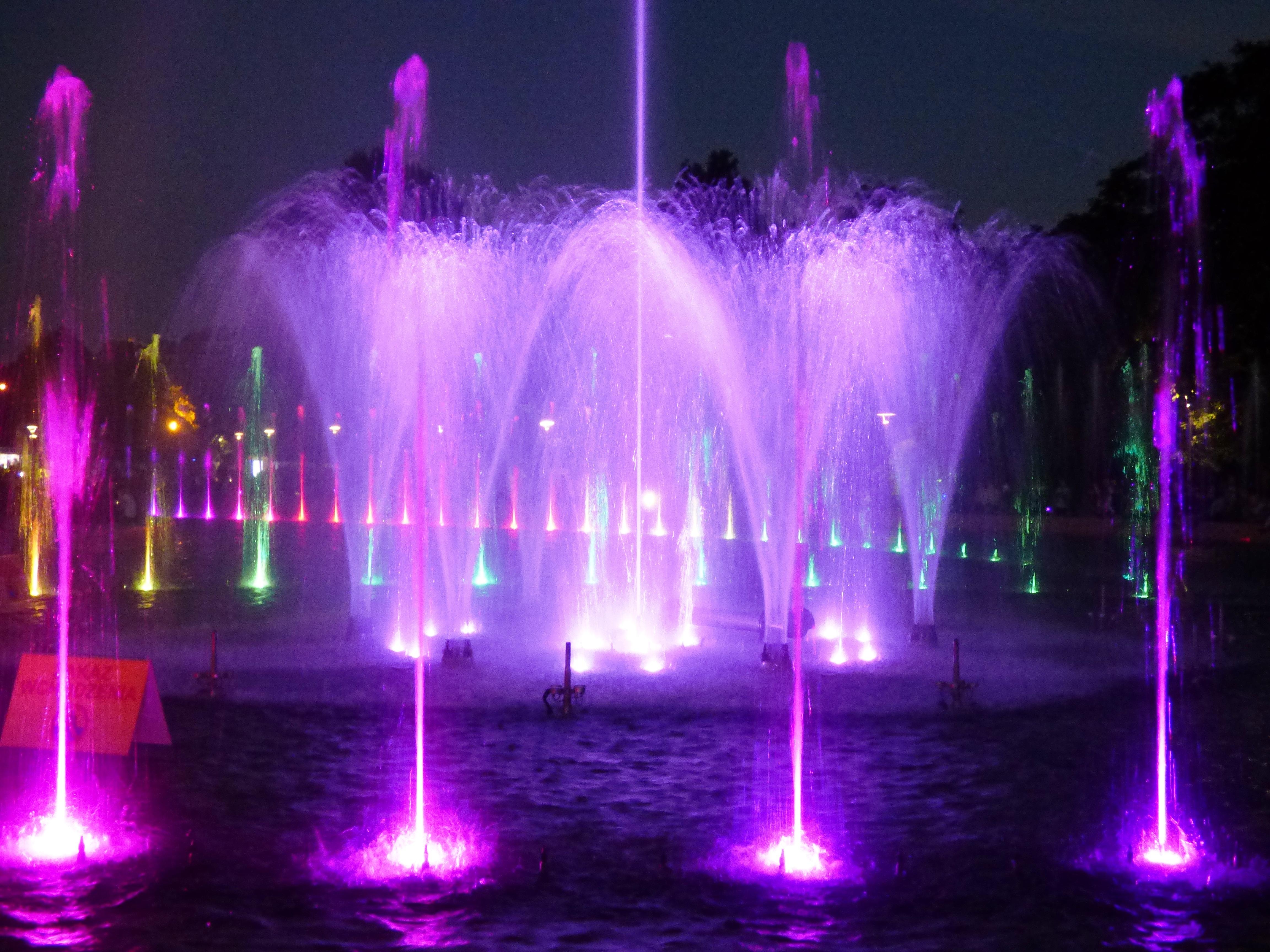 images gratuites lumi re nuit humide laser fontaine caract ristique de l 39 eau. Black Bedroom Furniture Sets. Home Design Ideas