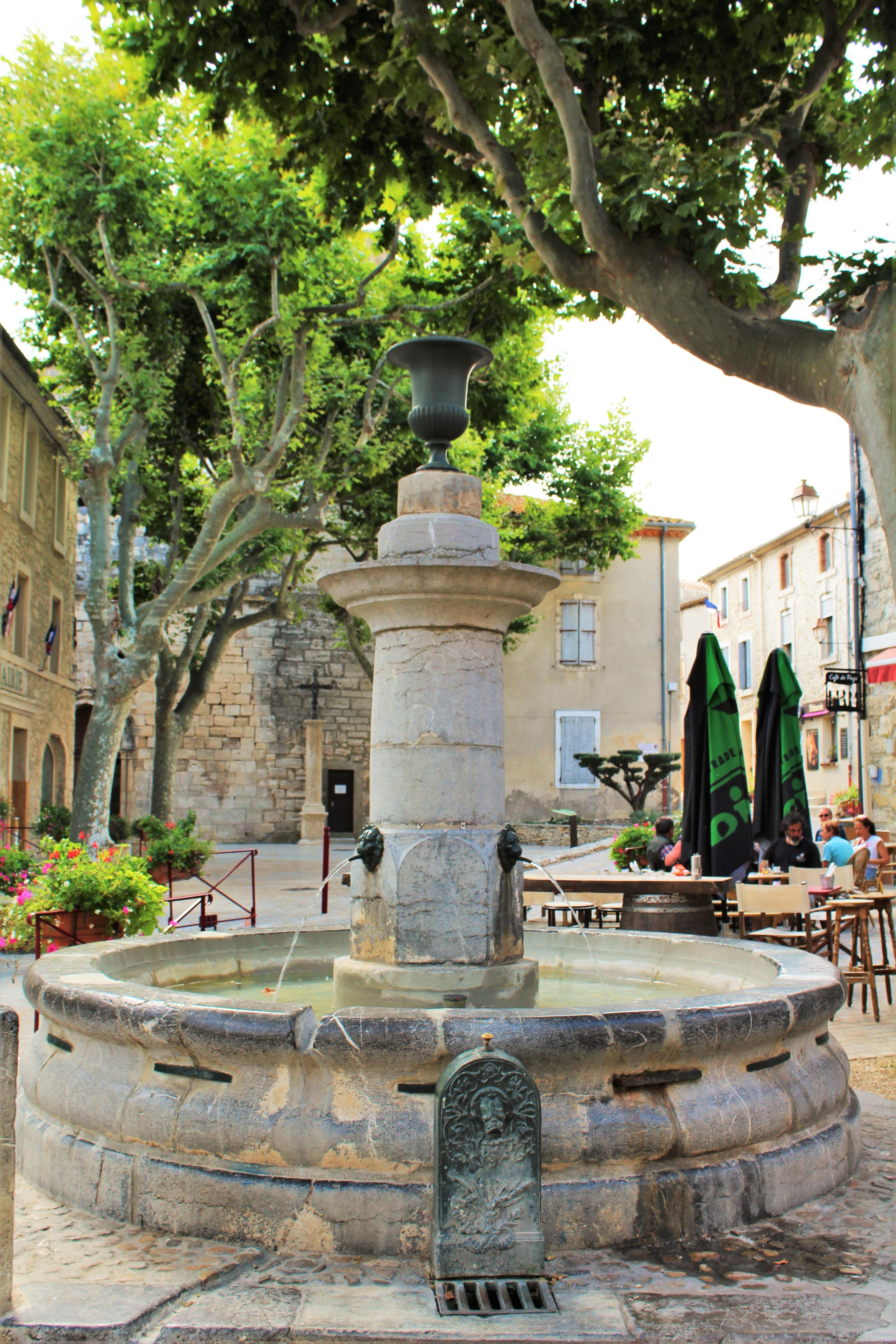 Images Gratuites : eau, monument, avion, France, jardin, temple ...