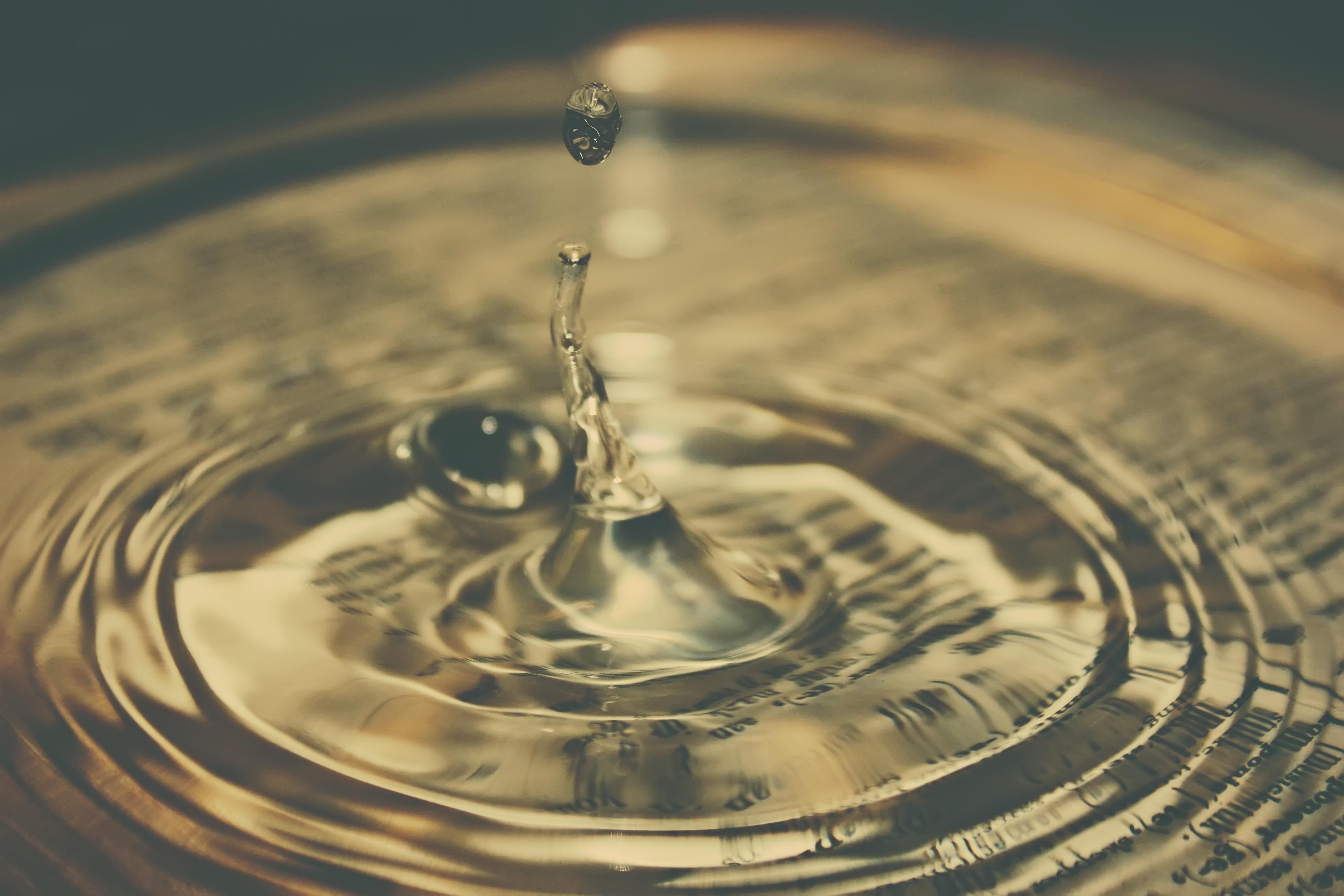 Gambar Alam Titis Kecil Penurunan Cair Tetesan Air Daun Kaca