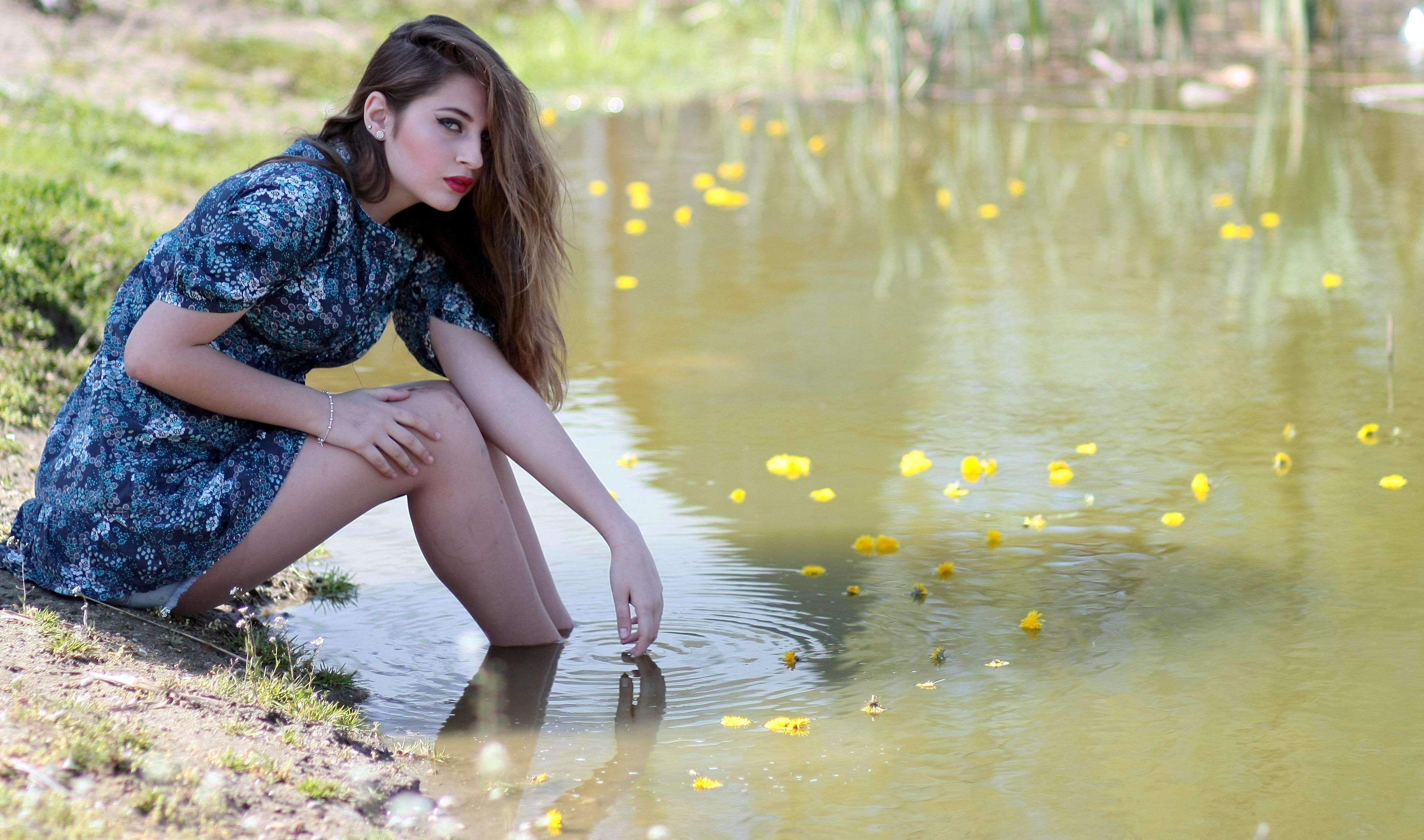Фотография девушки на природе