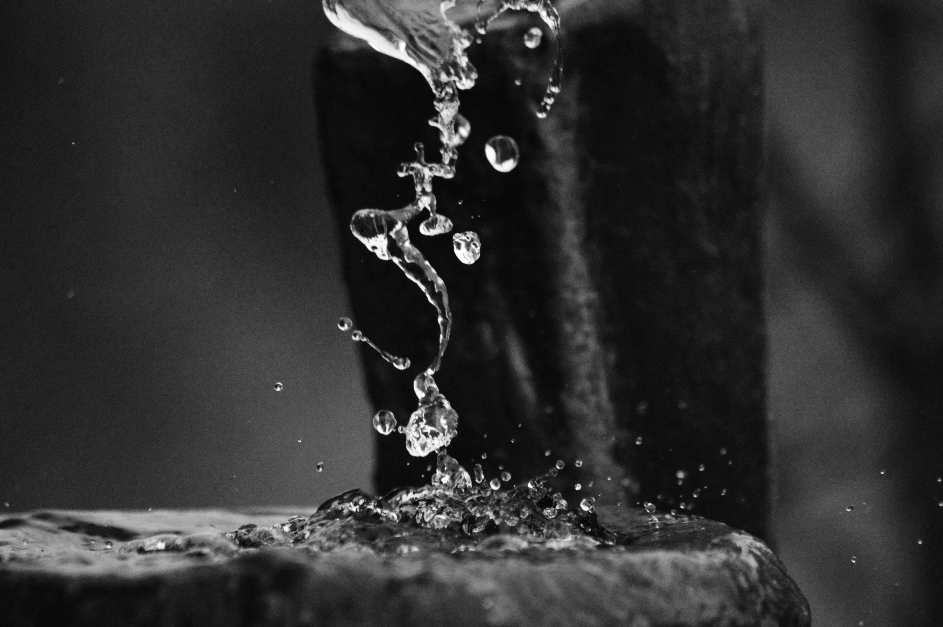 капля воды черно-белая картинка выбрать себе