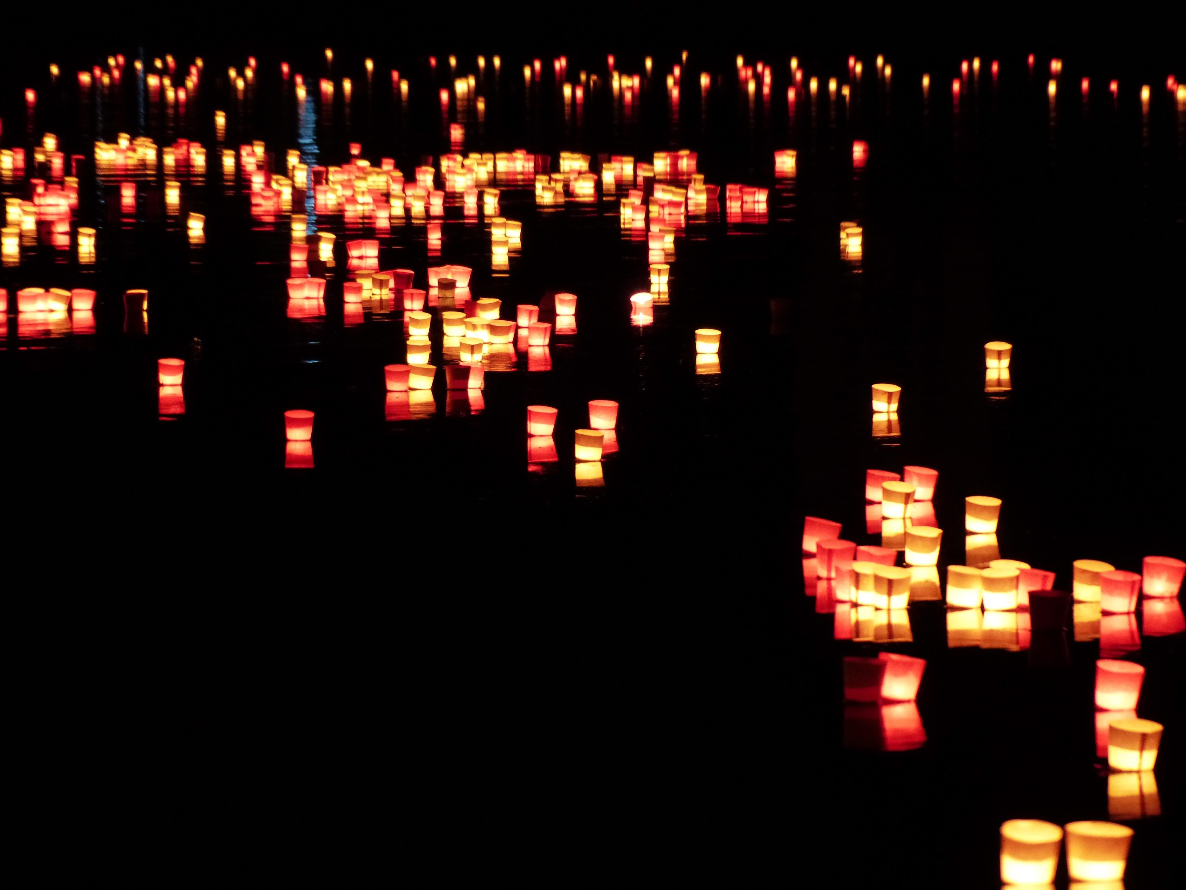 heat long exposure christmas decoration font mood candlelight screenshot ulm festival of lights christmas lights thousands floating candles - Candle Christmas Lights