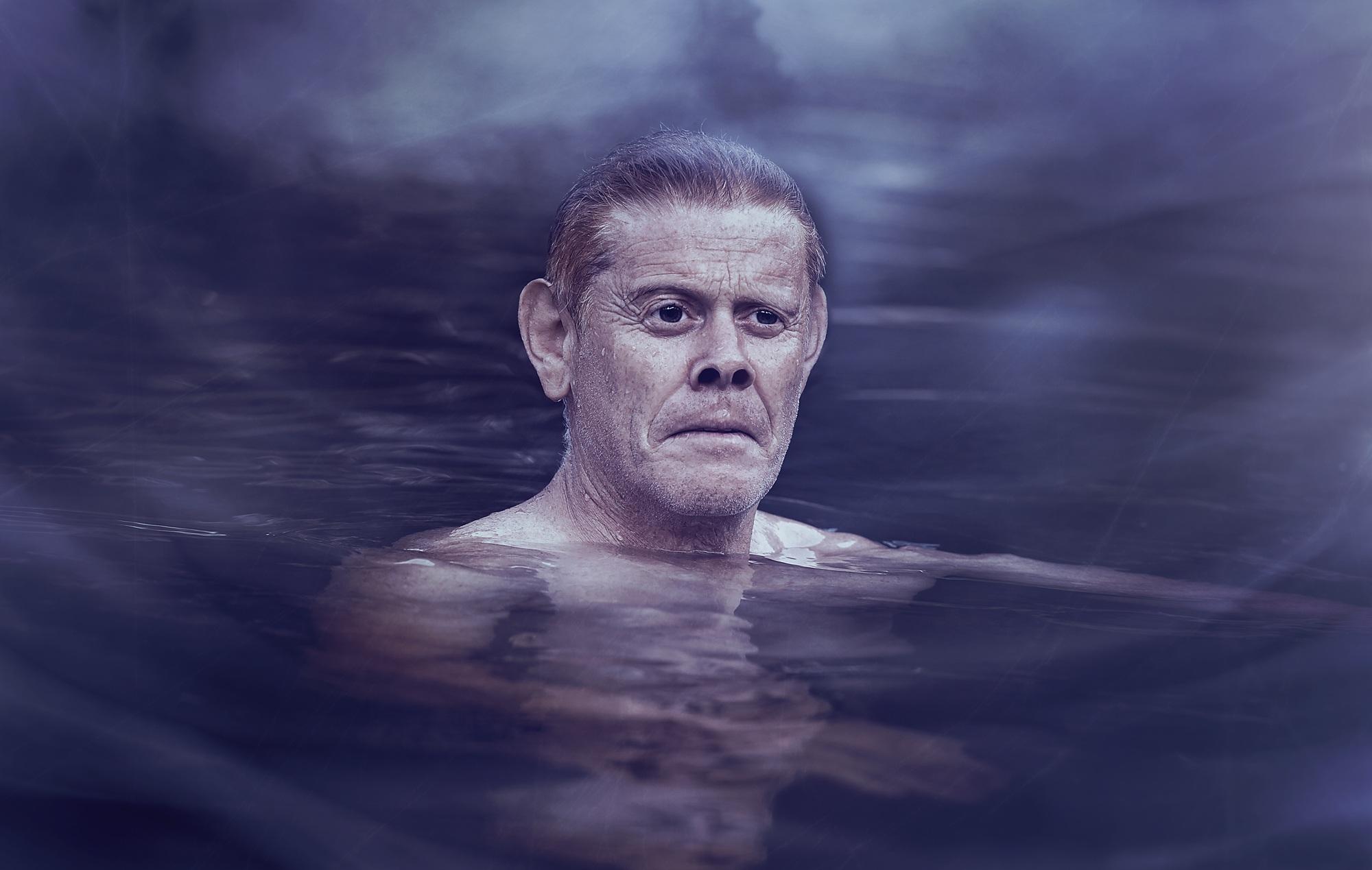 Gambar Air Orang Dingin Kabut Fotografi Basah Pria Berenang