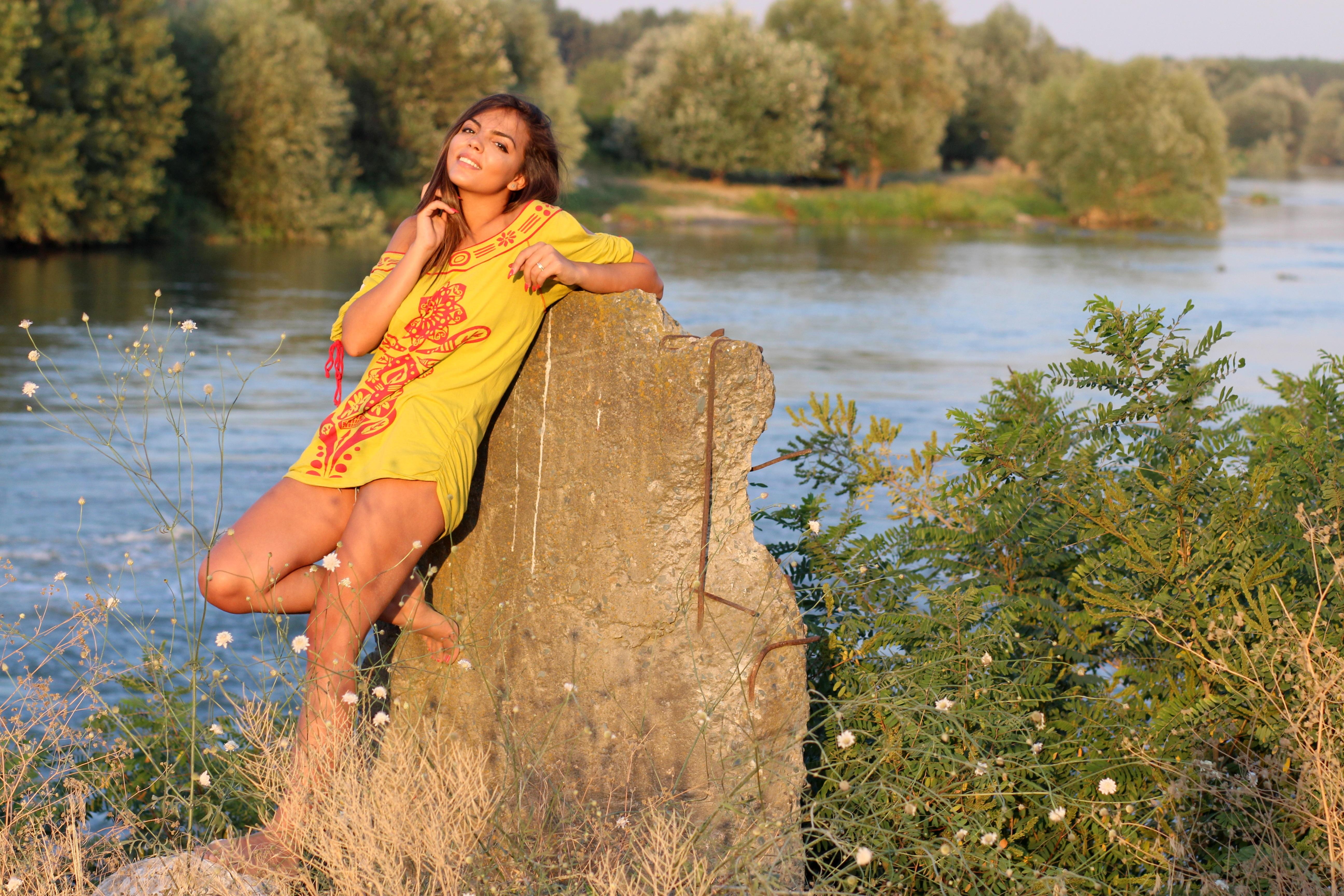 девка у реки видео - 6