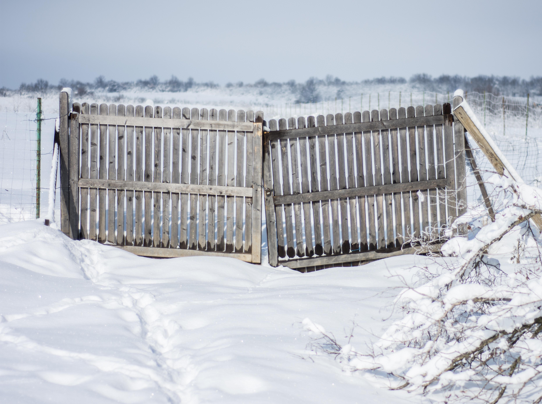 images gratuites eau neige du froid hiver cl ture bois maison f te la glace. Black Bedroom Furniture Sets. Home Design Ideas