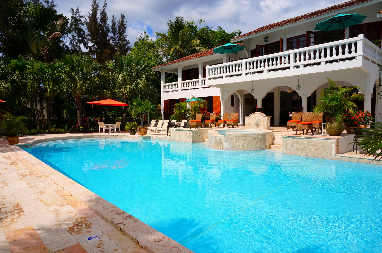 Water Villa Vacation Pool Swimming Backyard Property Leisure Chairs Resort Estate Hacienda Real