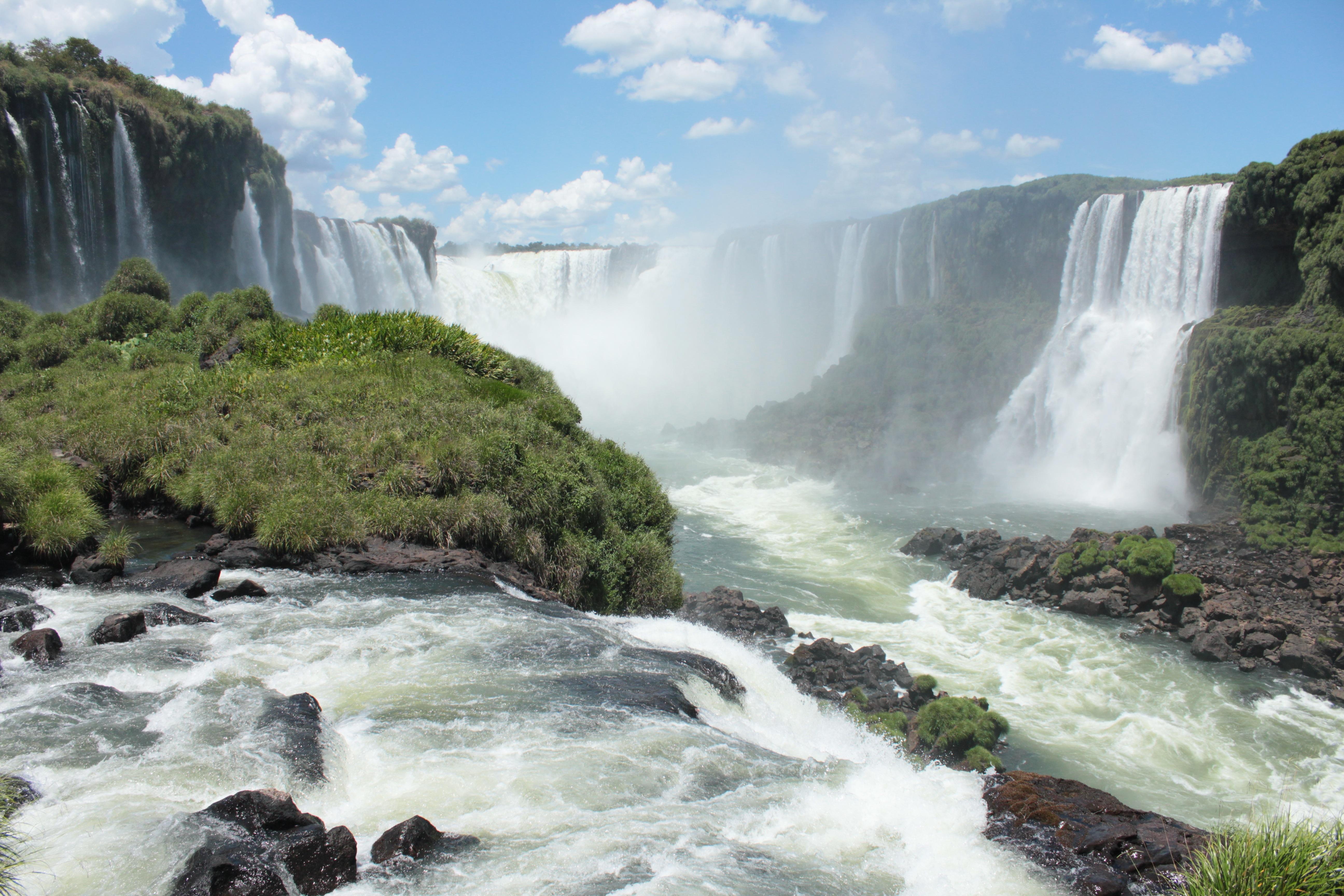 Горы лес водопад картинка