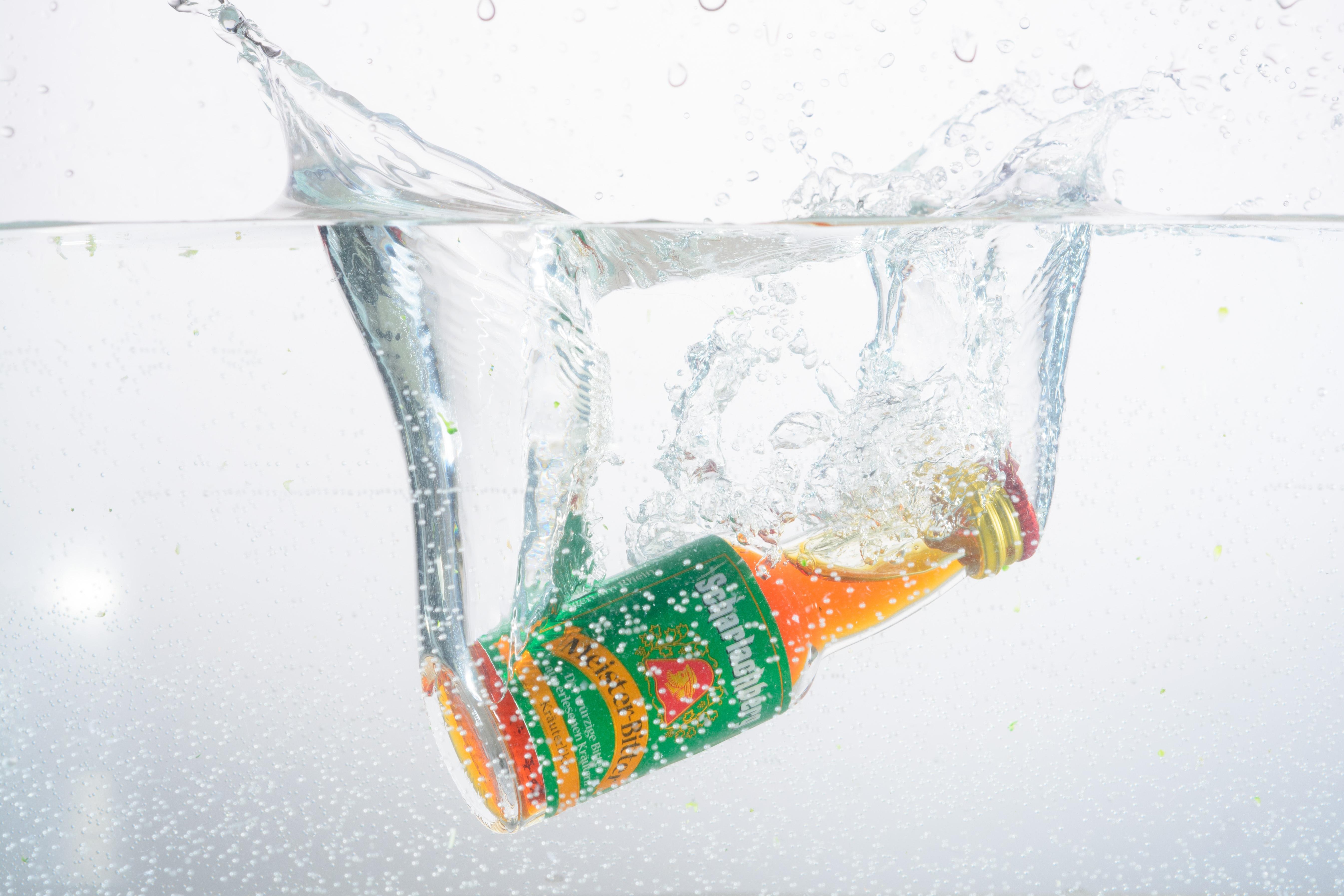 Gambar Gelombang Kaca Es Semprot Botol Gerakan