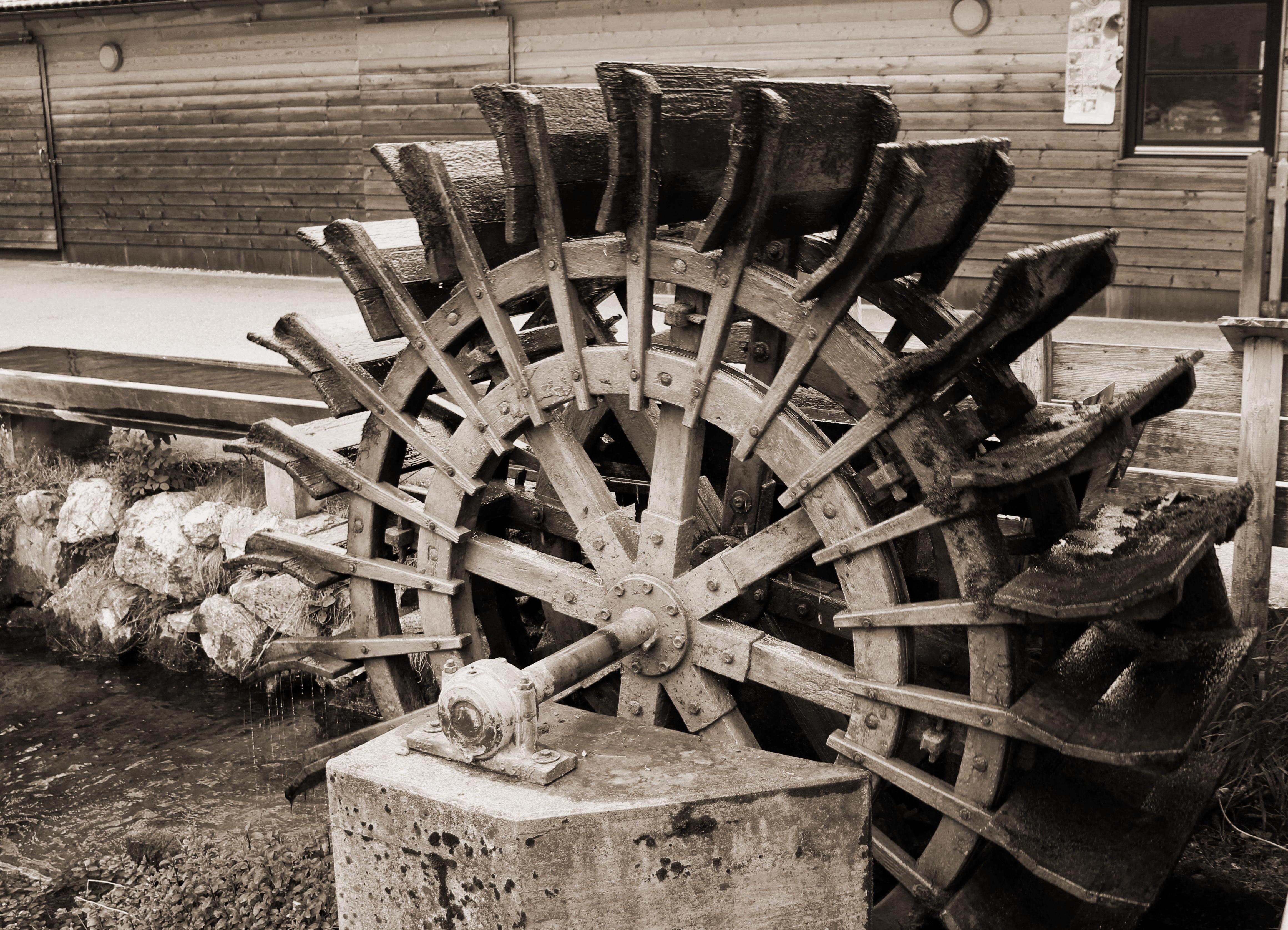 Fotos gratis madera veh culo monocromo neum tico - Motor de fuente de agua ...
