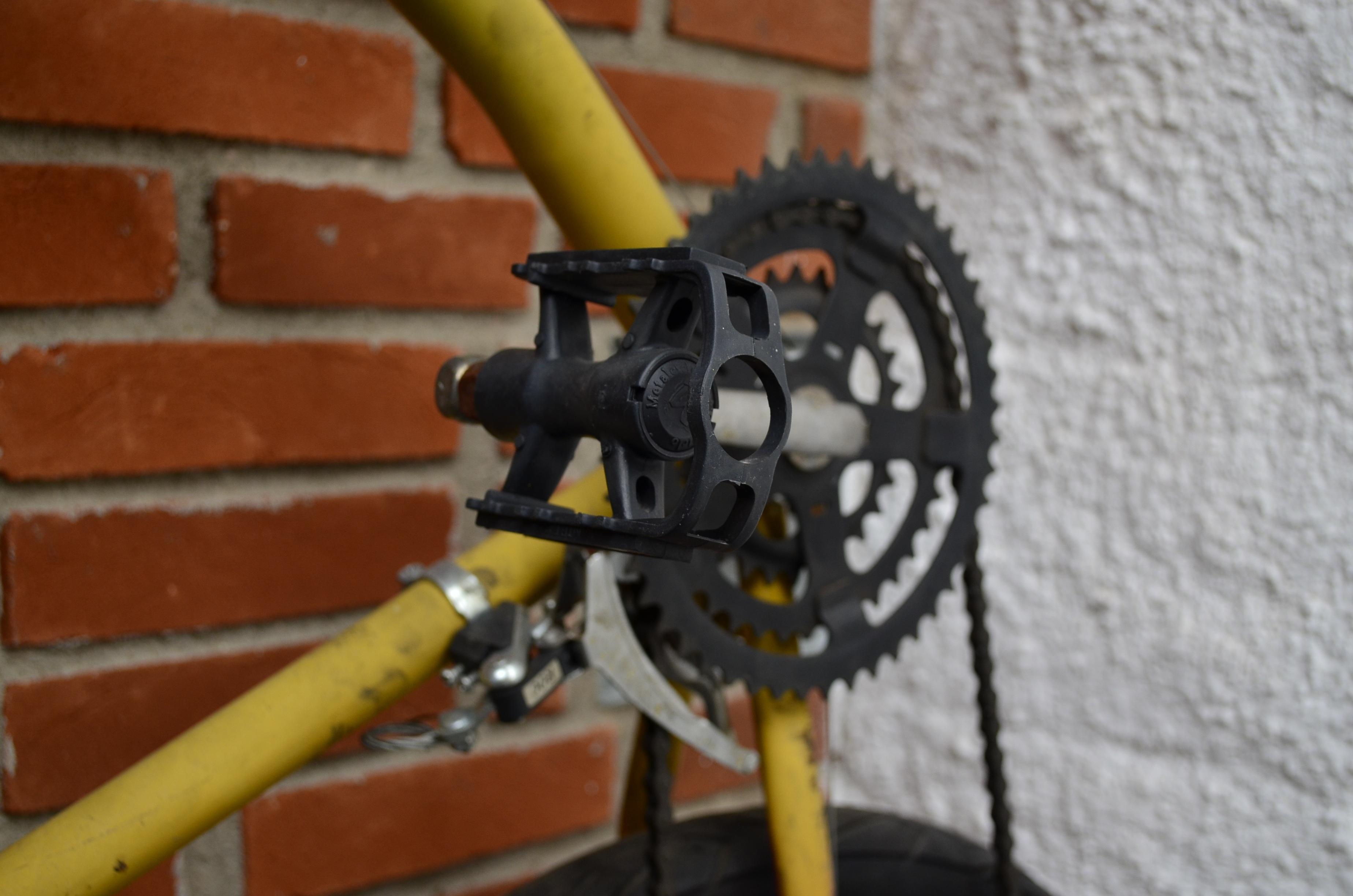 Gambar Roda Kendaraan Gigi Kuning Sepeda Gunung Mahkota