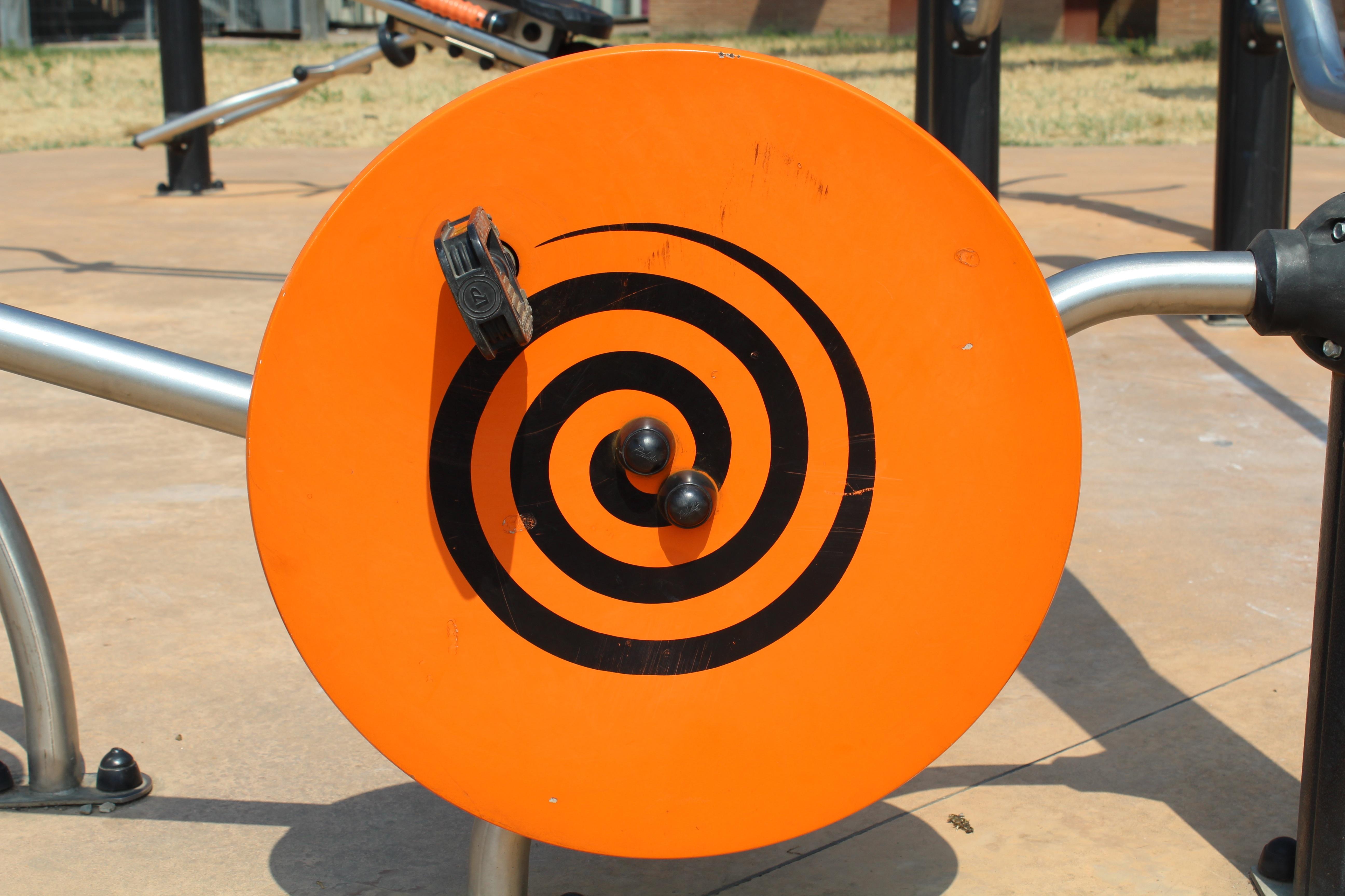 Fotos gratis : rueda, juego, redondo, parque, pedal, patio de recreo ...