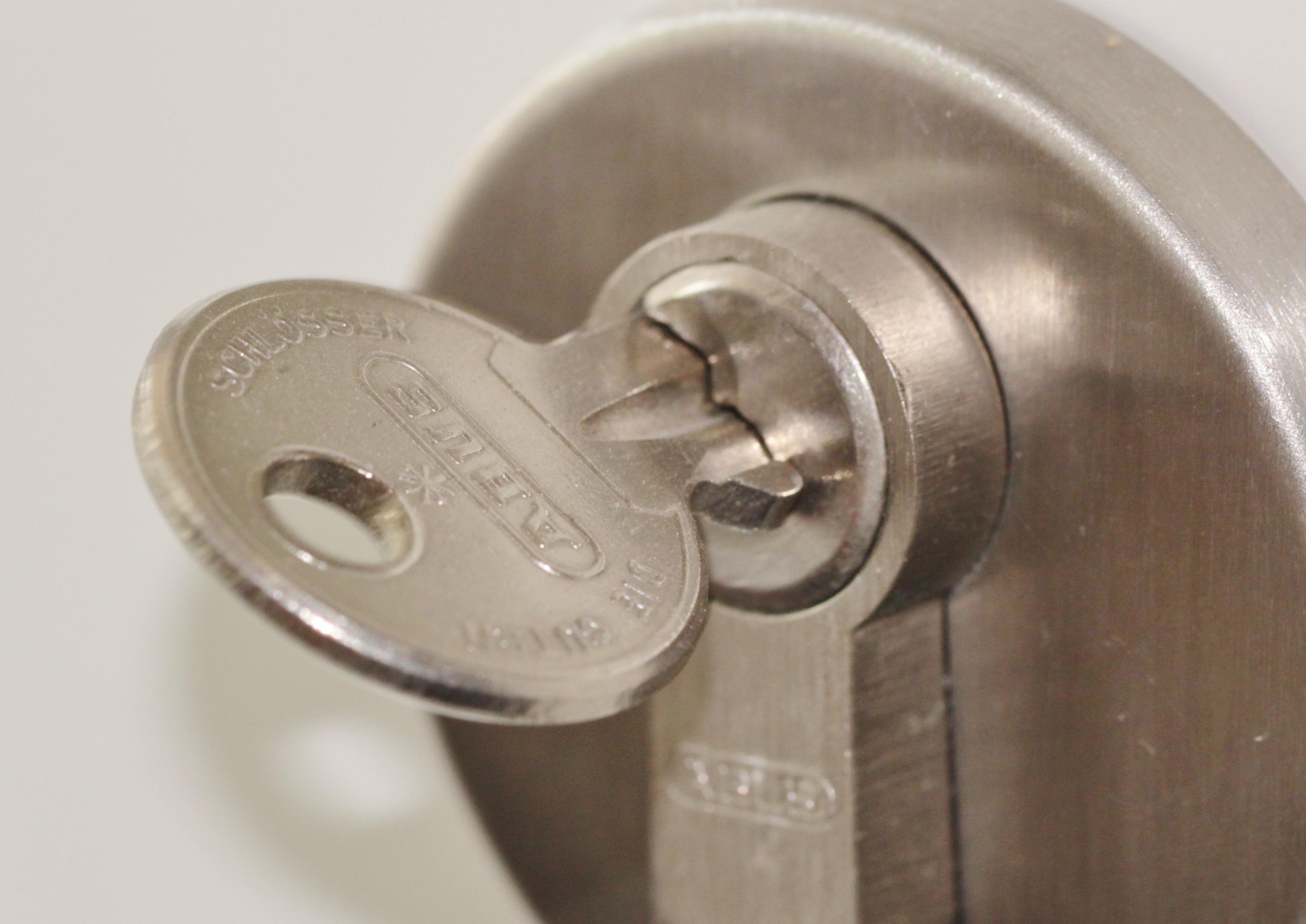 Close The Door >> Images Gratuites : roue, métal, Château, Fermer, Sécurité ...