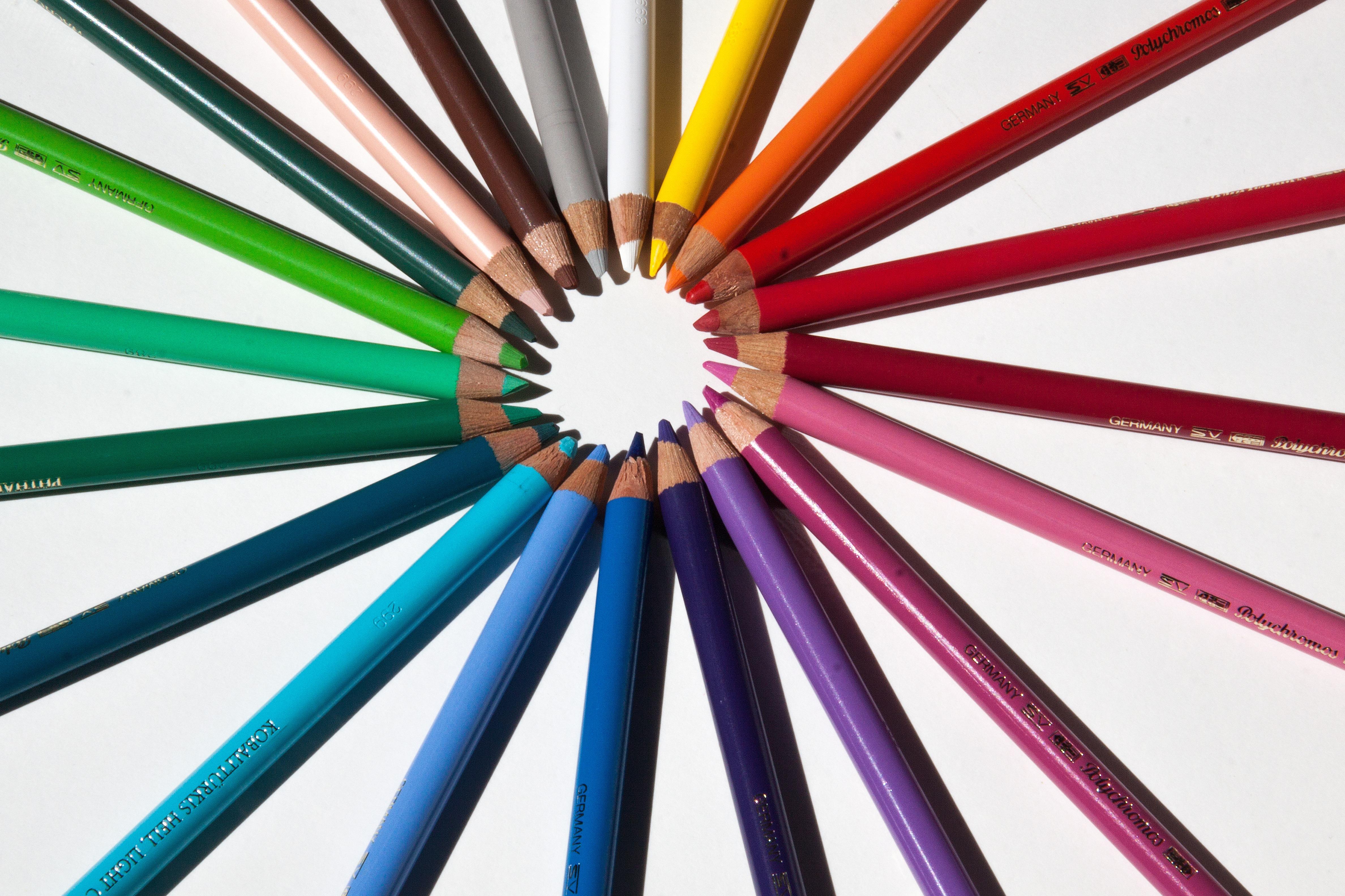 Gambar Roda Bintang Spiral Pola Garis Warna Warni Sketsa