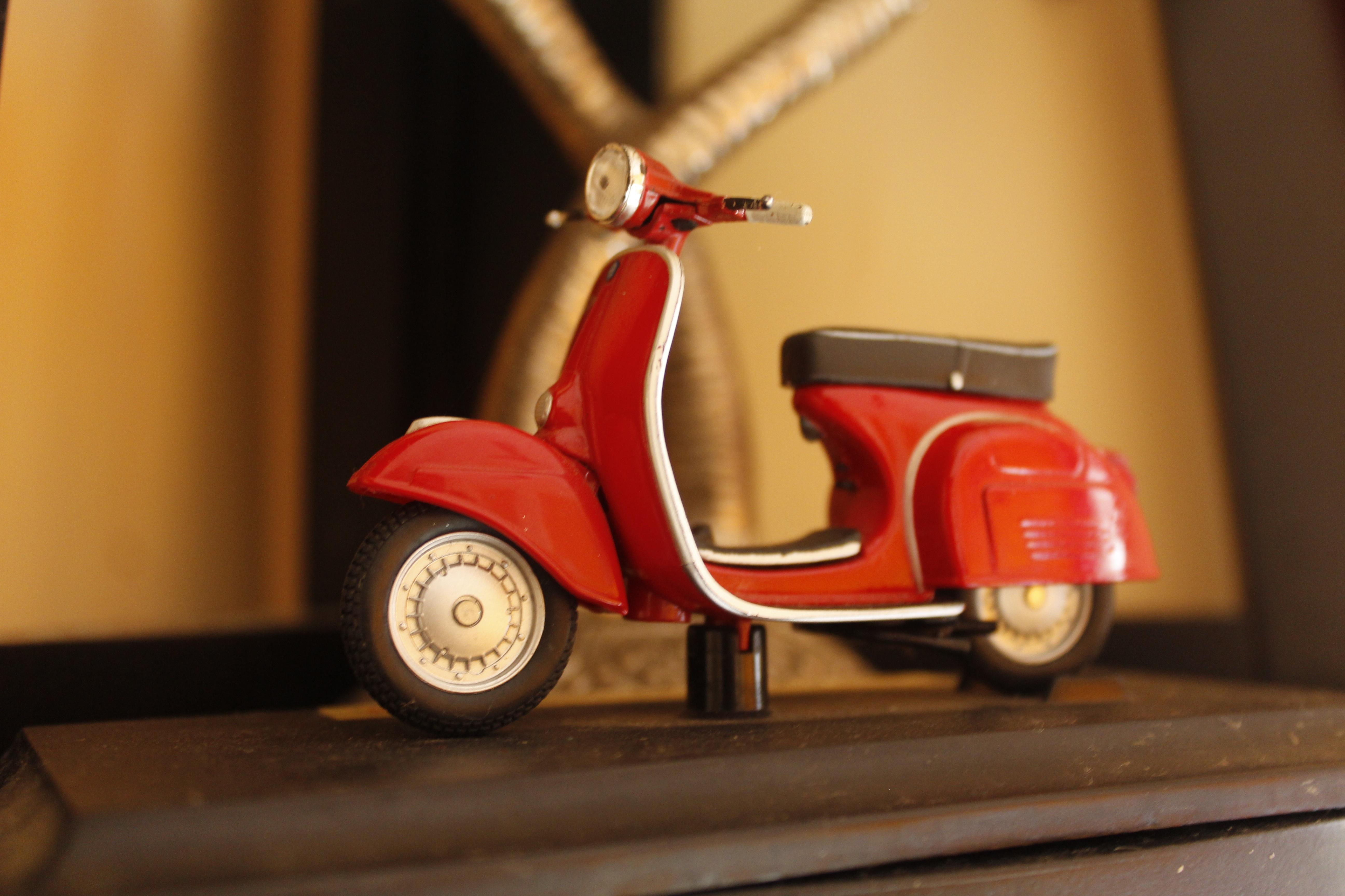 Gambar Roda Angkutan Merah Kendaraan Kecil Anak Mengendarai