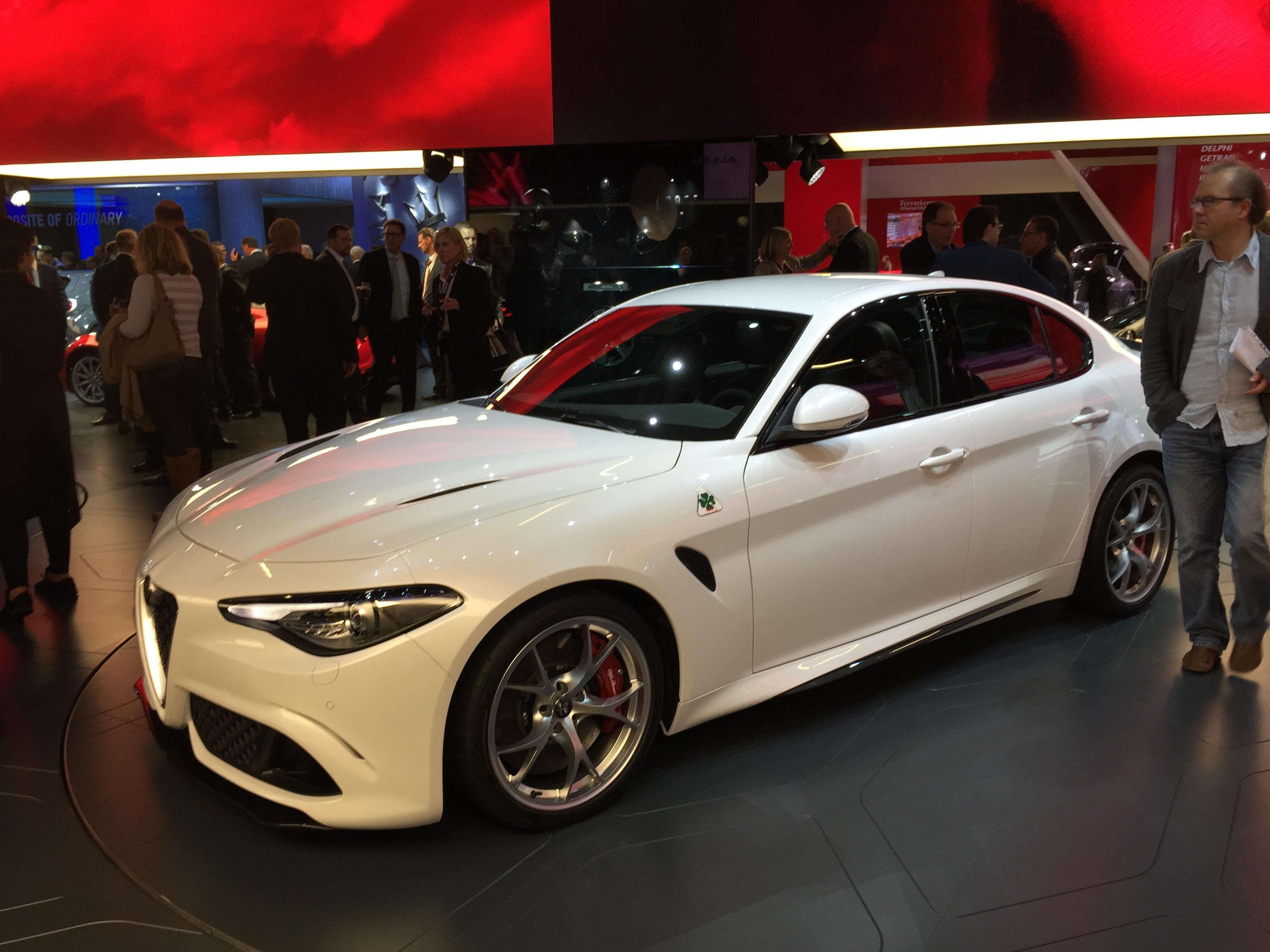 Très Images Gratuites : blanc, roue, véhicule, Italie, auto, voiture de  QN42