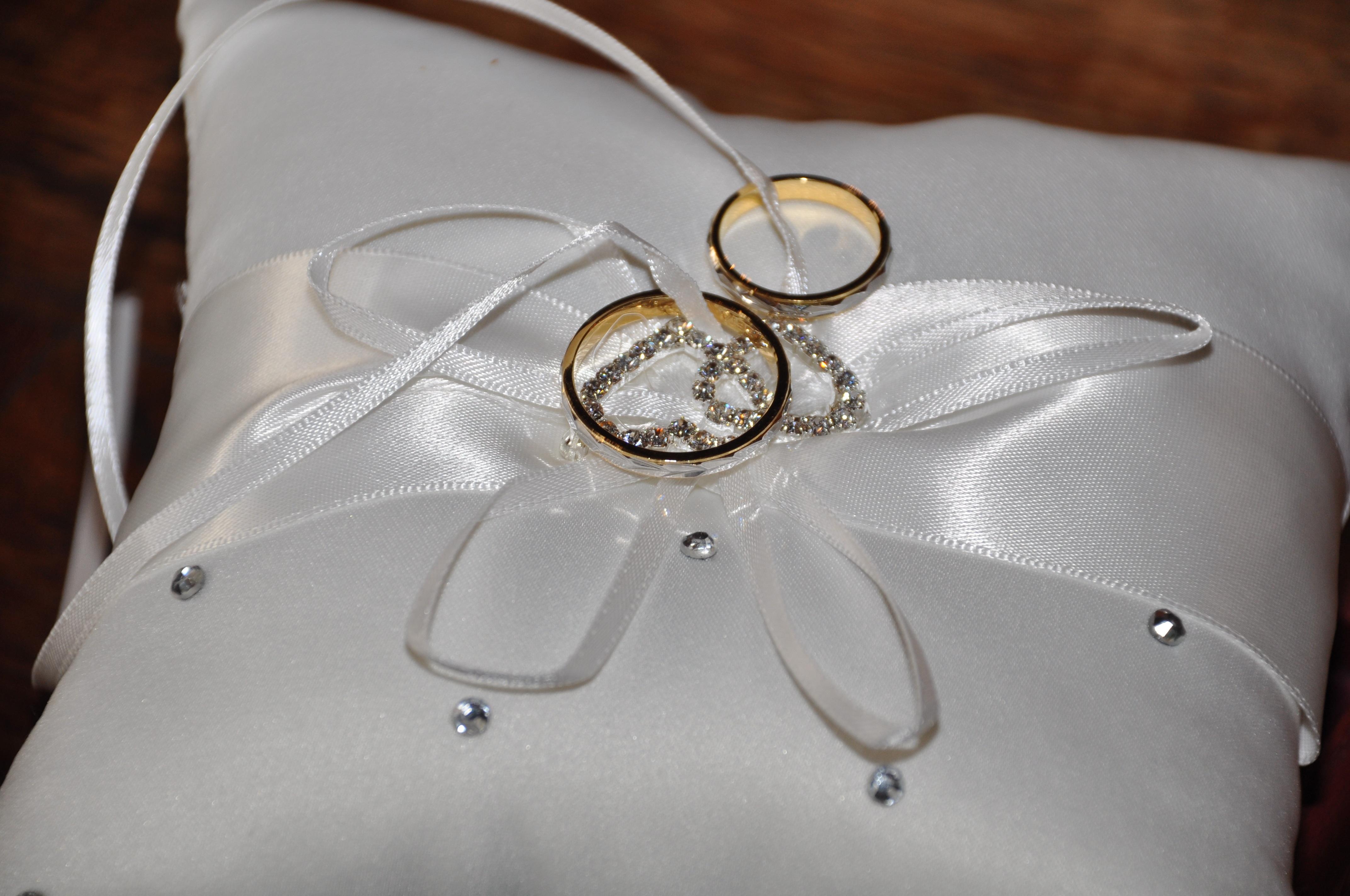 картинки обручальные кольца на подушечке свадебные бокалы