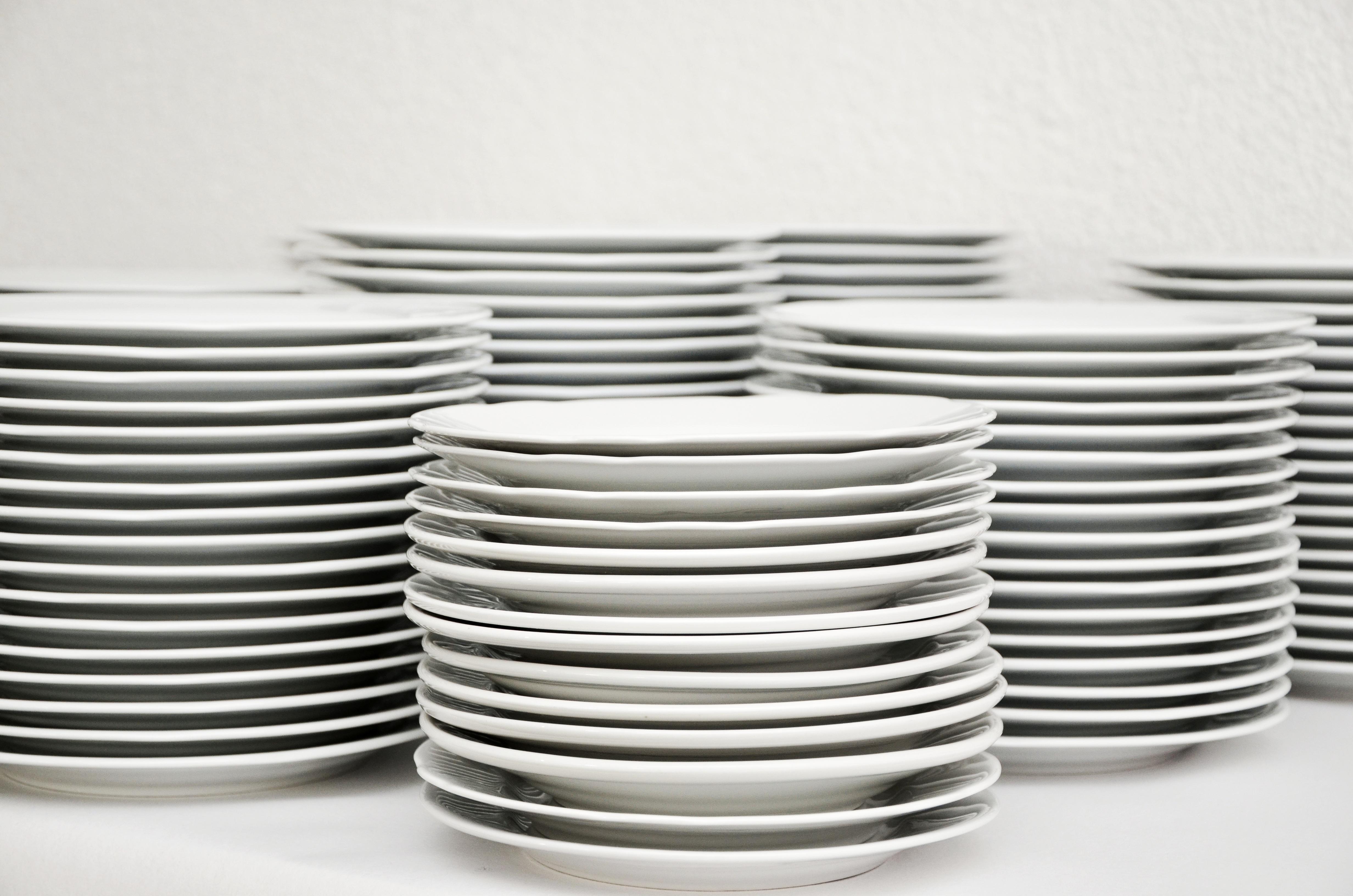 Fotos gratis blanco vaso plato enjuague apilar for Vajilla de platos