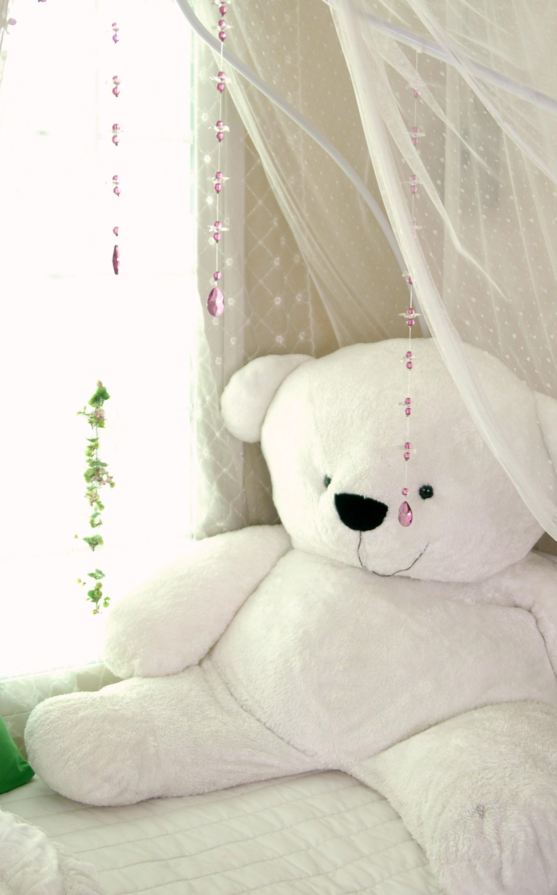 Fotos gratis : blanco, cortina, mueble, rosado, juguete, material ...