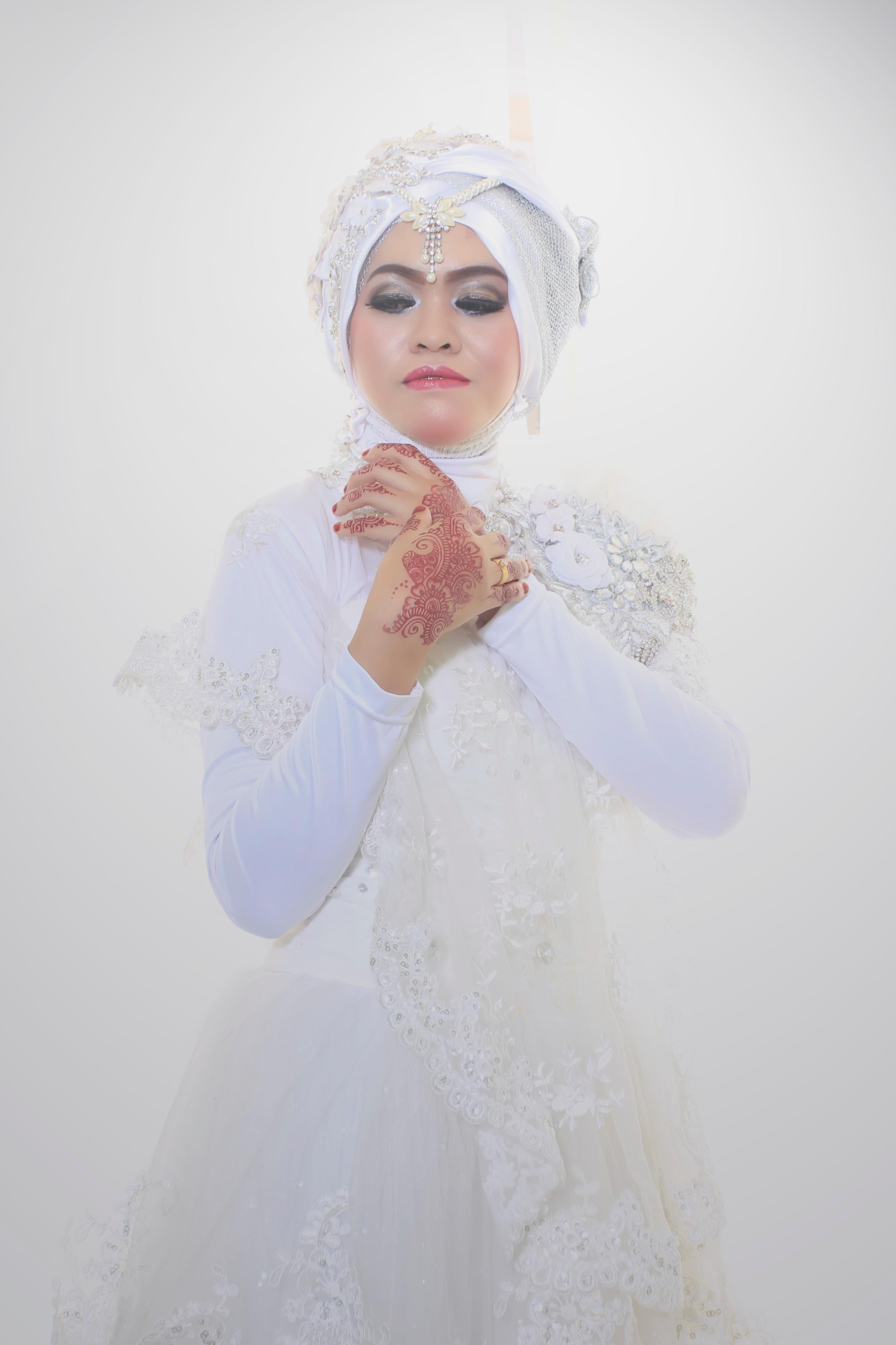 70a9c2aa3f2c biely kvetina dieťa odevy nevesta šaty talár závoj