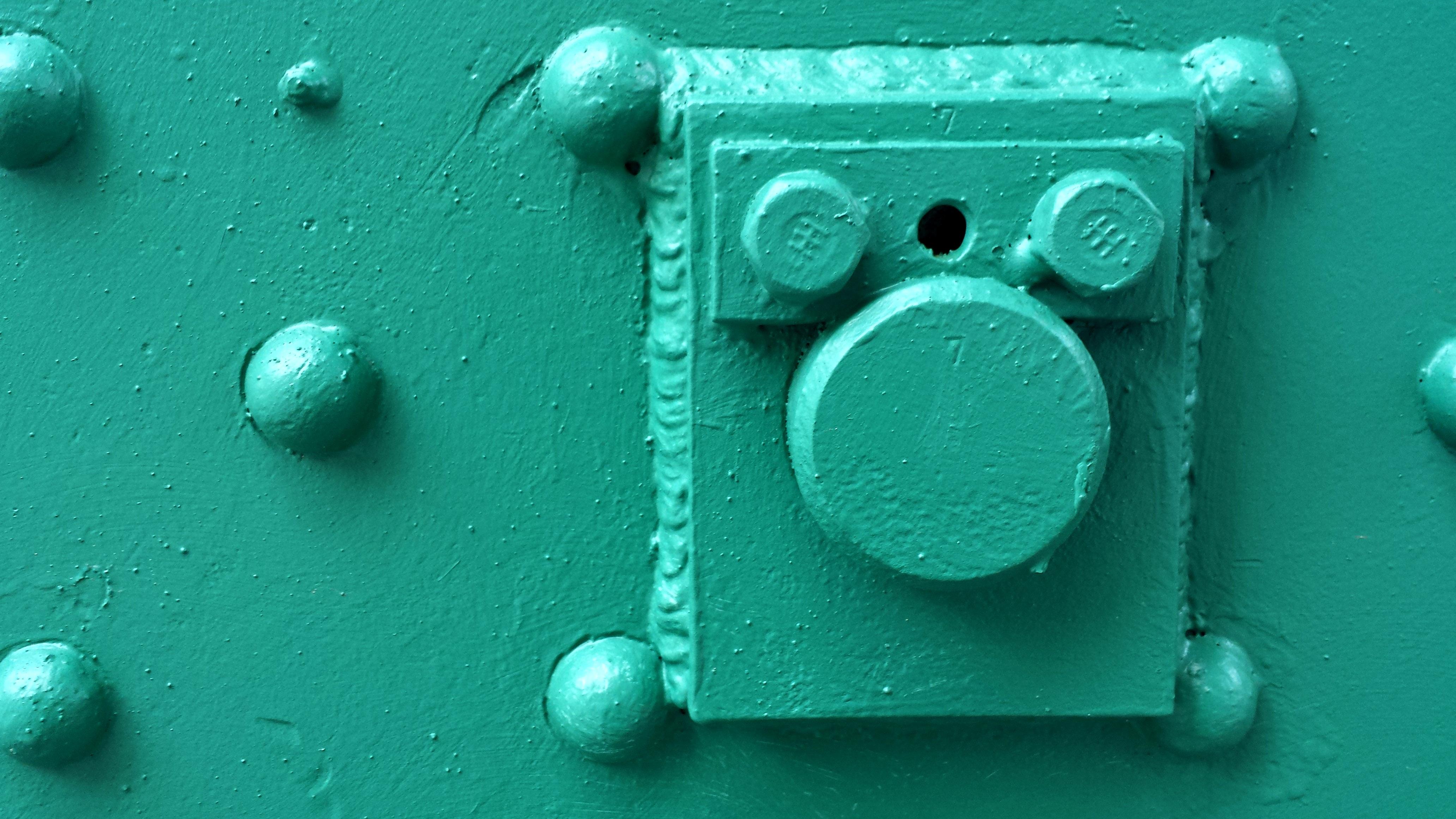fotos gratis blanco vaso nmero verde rojo color metal castillo pintar azul puerta gol de cerca turquesa valores cerrado forma bloqueado
