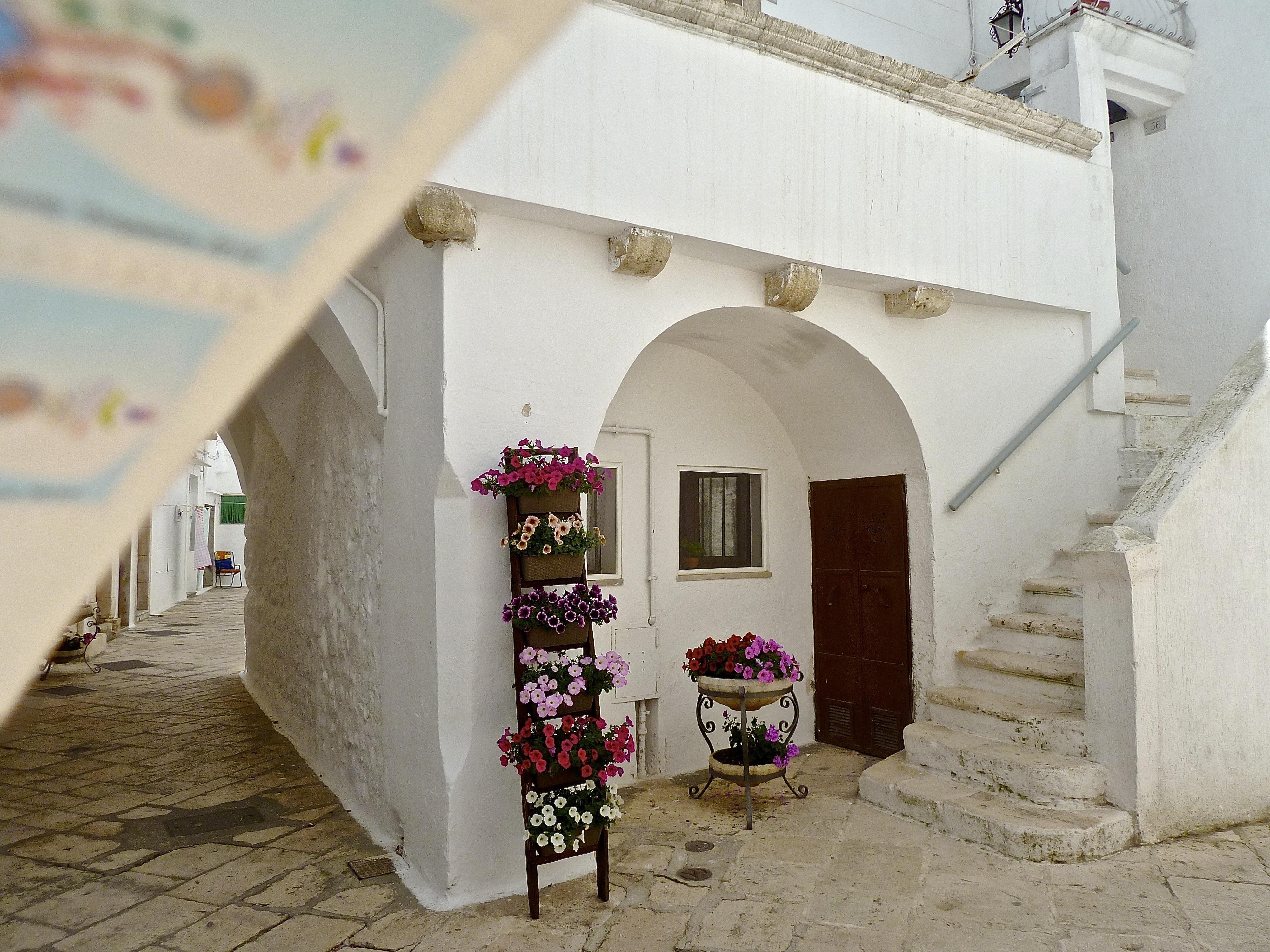 Fotos gratis blanco casa edificio callej n pared - Piedra para fachada exterior ...