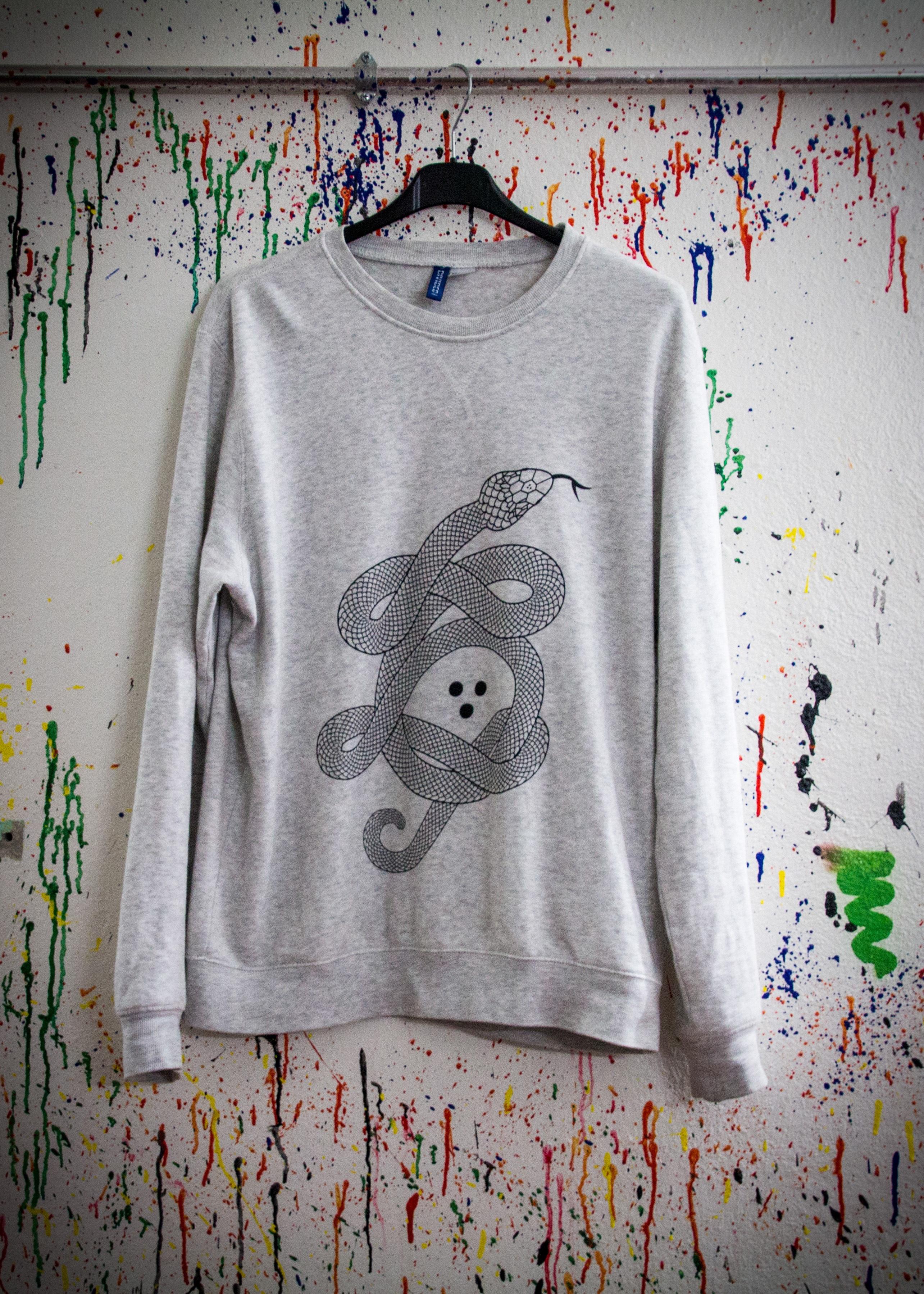 b717dce5 hvit mønster klær genser collegegenser silketrykk tekstil Kunst skisse  tegning slange erme T skjorte TEXTILDRUCK