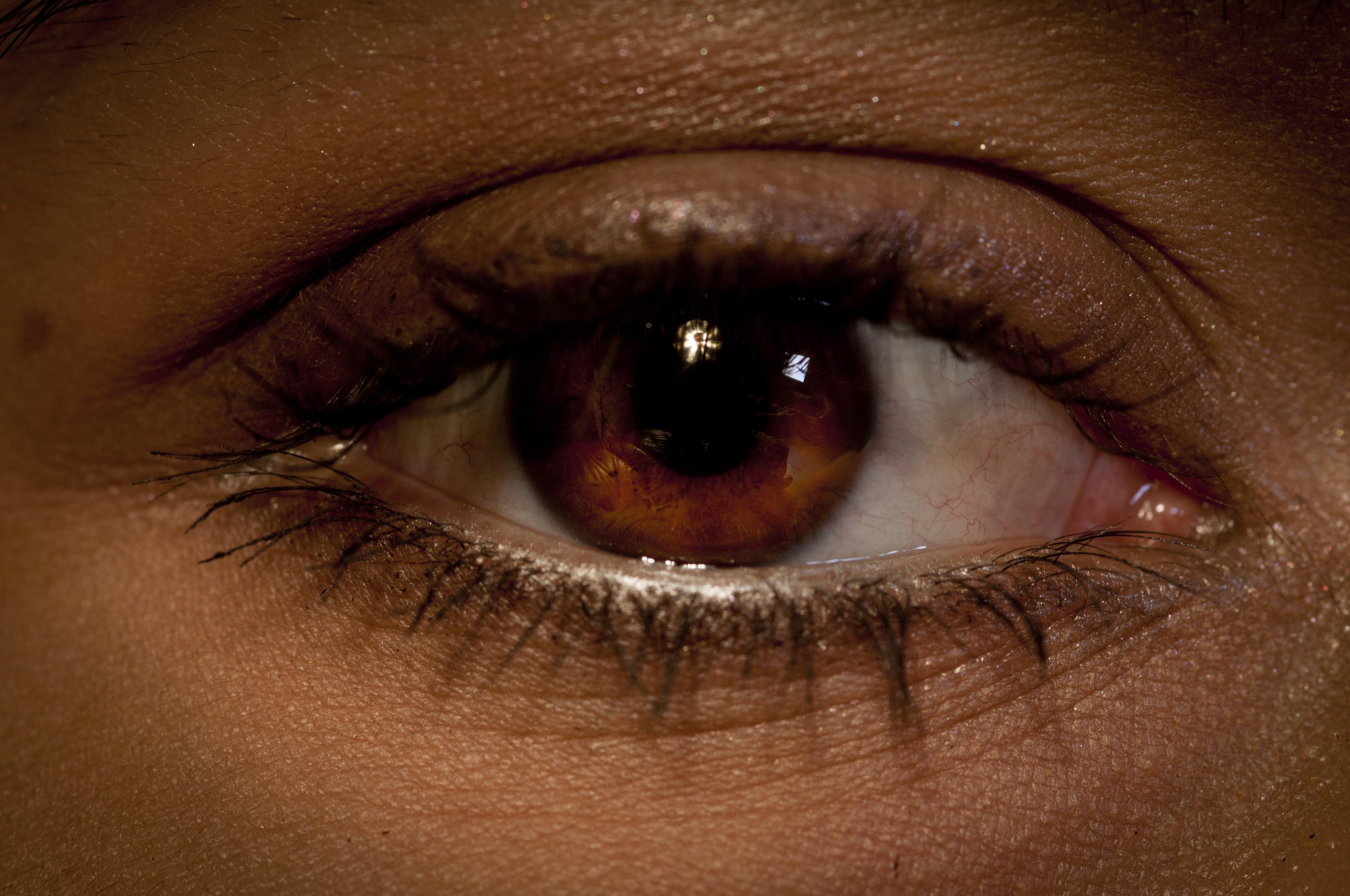 Мужчина карие глаза картинки