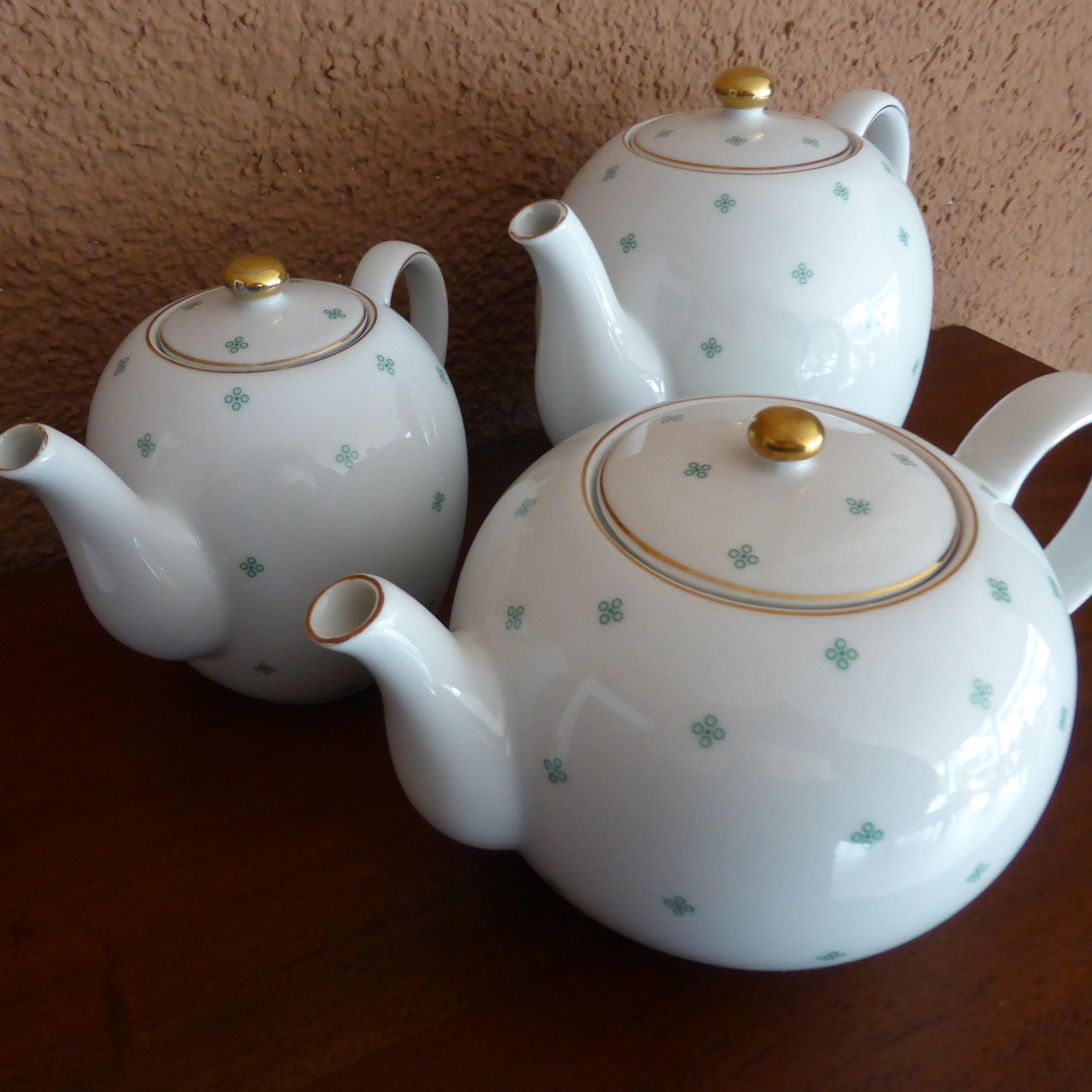 gambar putih hijau keramik barang pecah belah bahan seni porselen teko kopi piring. Black Bedroom Furniture Sets. Home Design Ideas