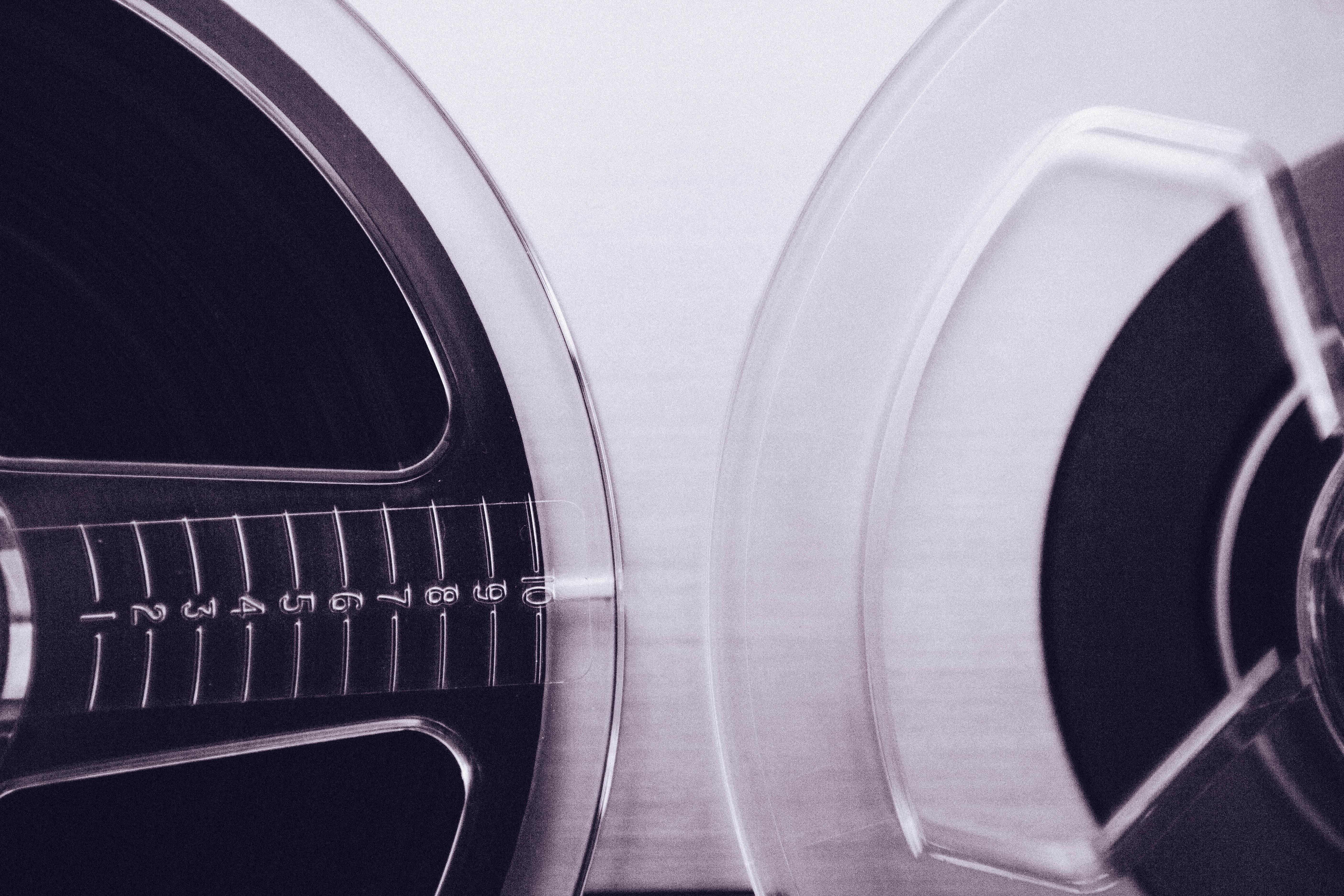 blanco rueda artilugio negro brazo circulo audio auriculares multimedia estudio de musica equipo de sonido