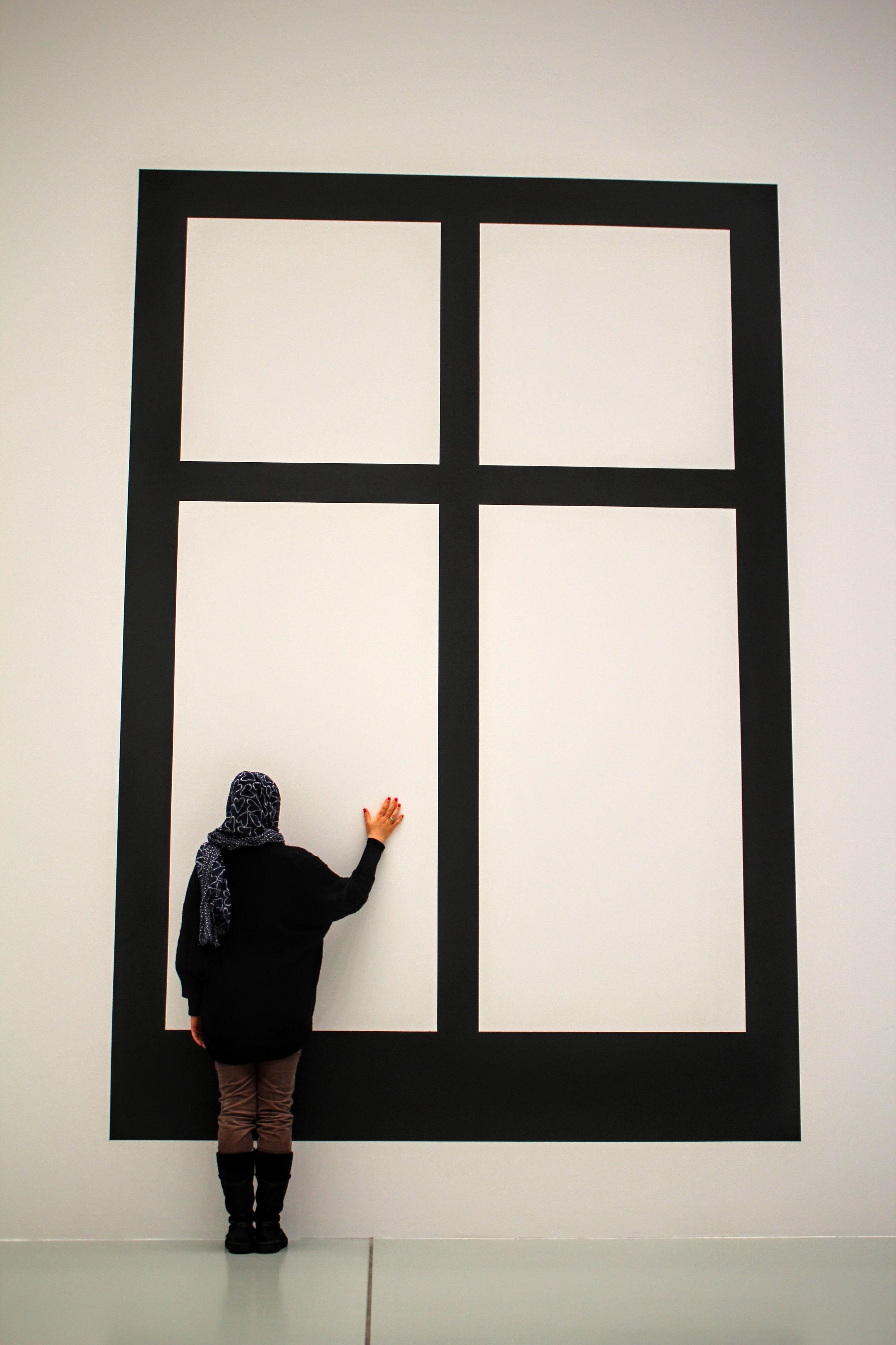 Fotos gratis : blanco, pared, museo, negro, mueble, diseño de ...