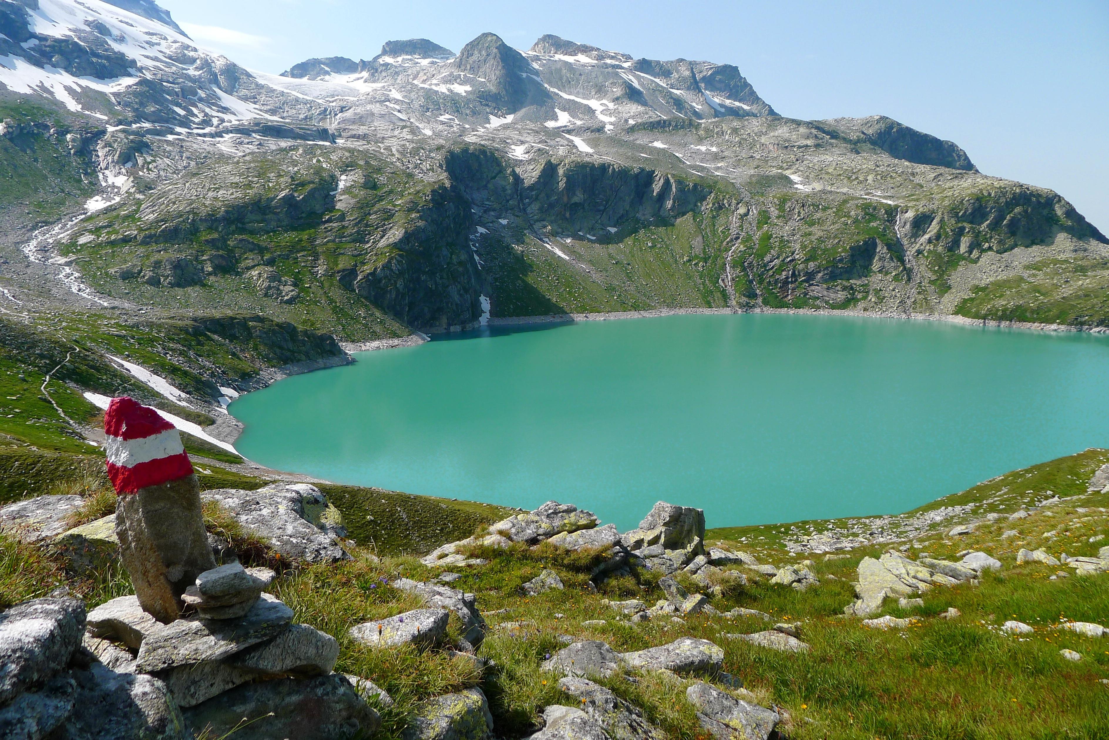 Free wilderness walking adventure valley mountain